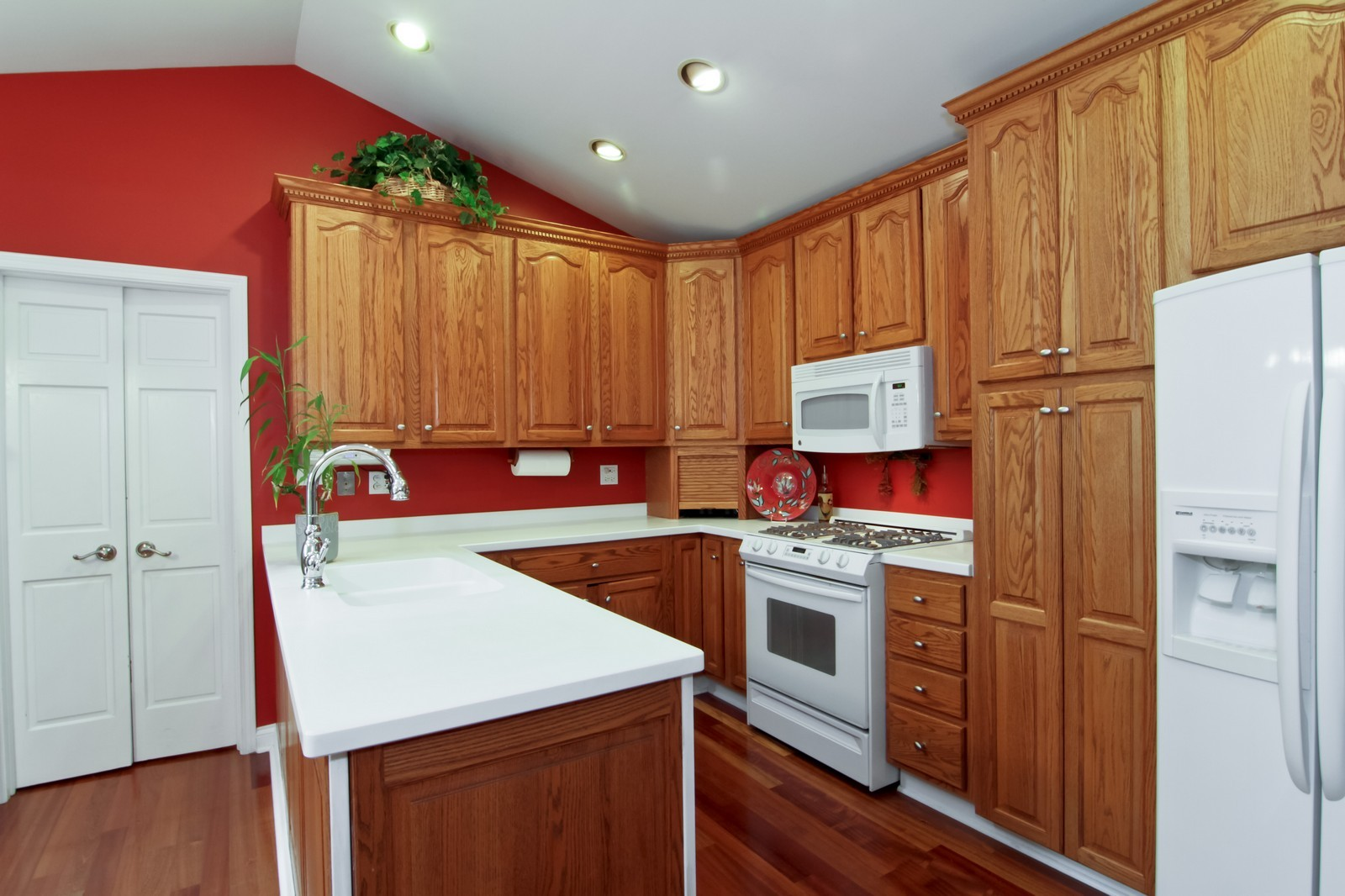 Real Estate Photography - 6224 Blodgett Ave, Downers Grove, IL, 60516 - Kitchen