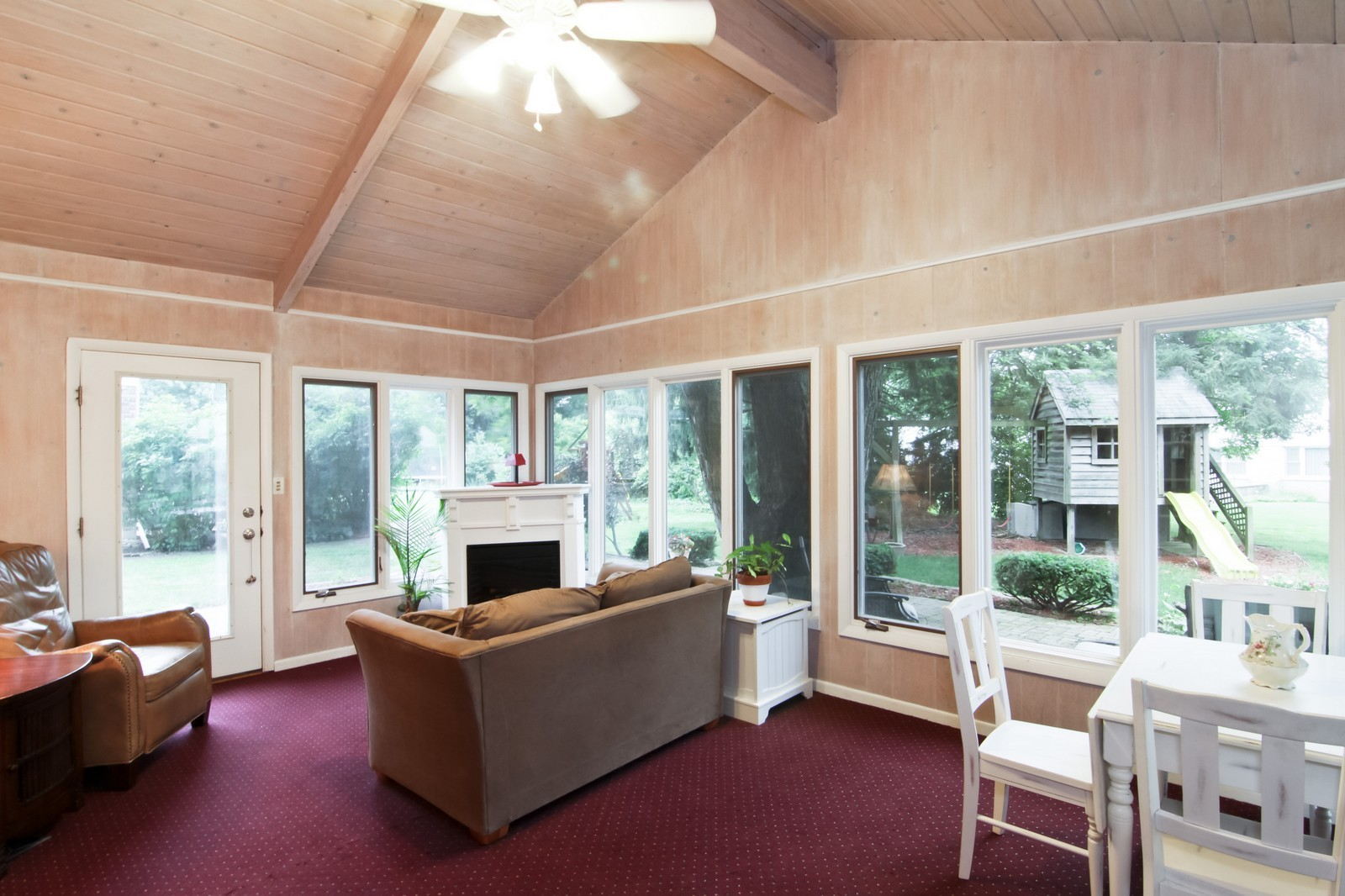 Real Estate Photography - 6224 Blodgett Ave, Downers Grove, IL, 60516 - Sun Room