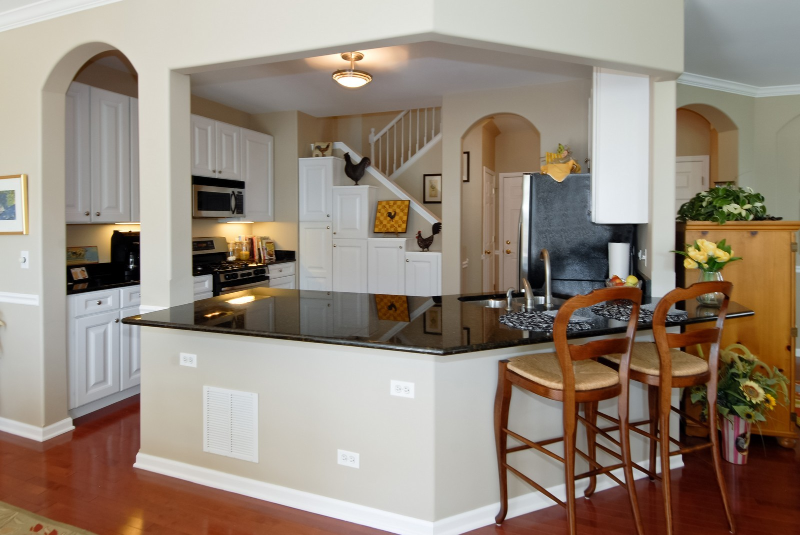Real Estate Photography - 420 Cannon Dr, Geneva, IL, 60134 - Kitchen