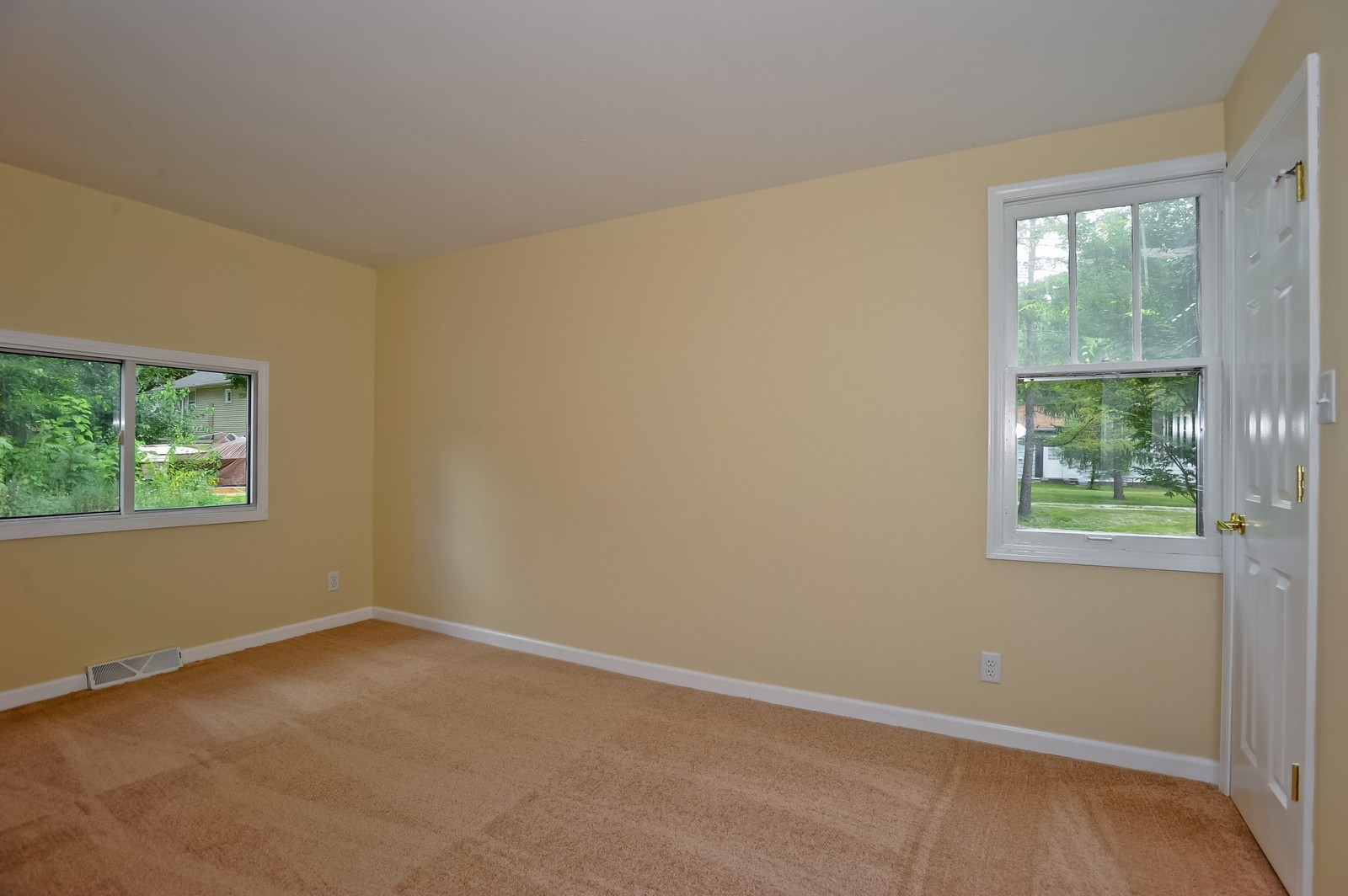 Real Estate Photography - 6N939 Woodlawn Ave, St Charles, IL, 60174 - 2nd Bedroom
