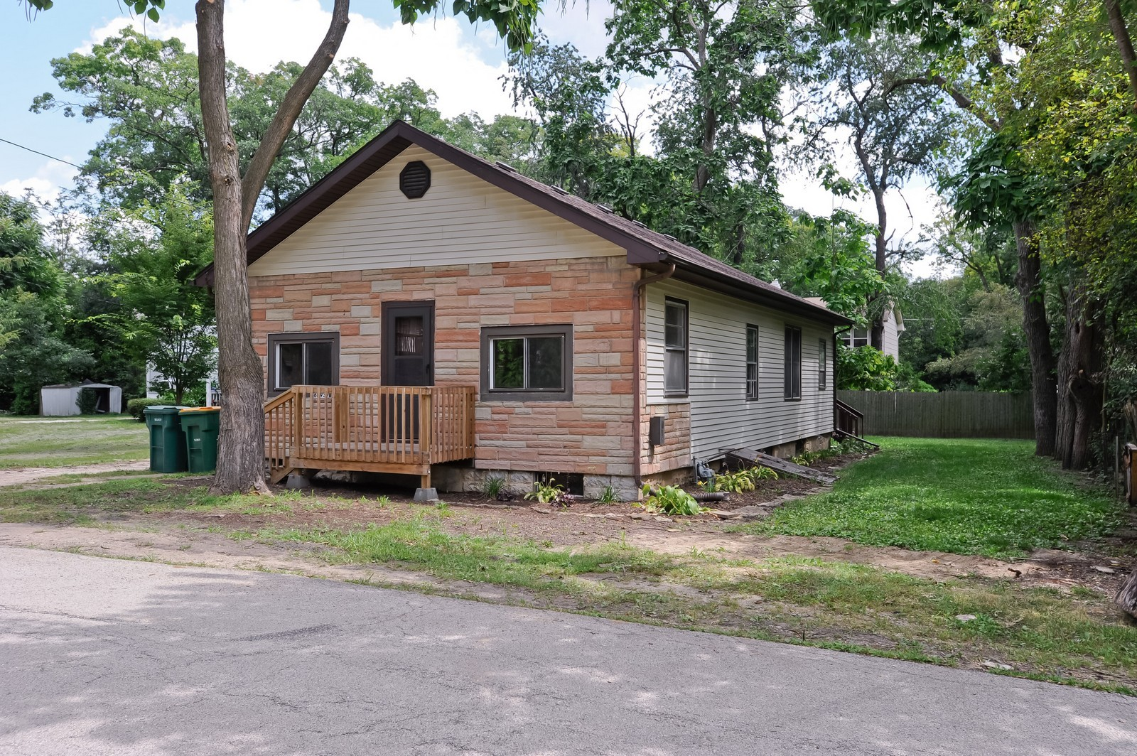 Real Estate Photography - 6N939 Woodlawn Ave, St Charles, IL, 60174 - Front View