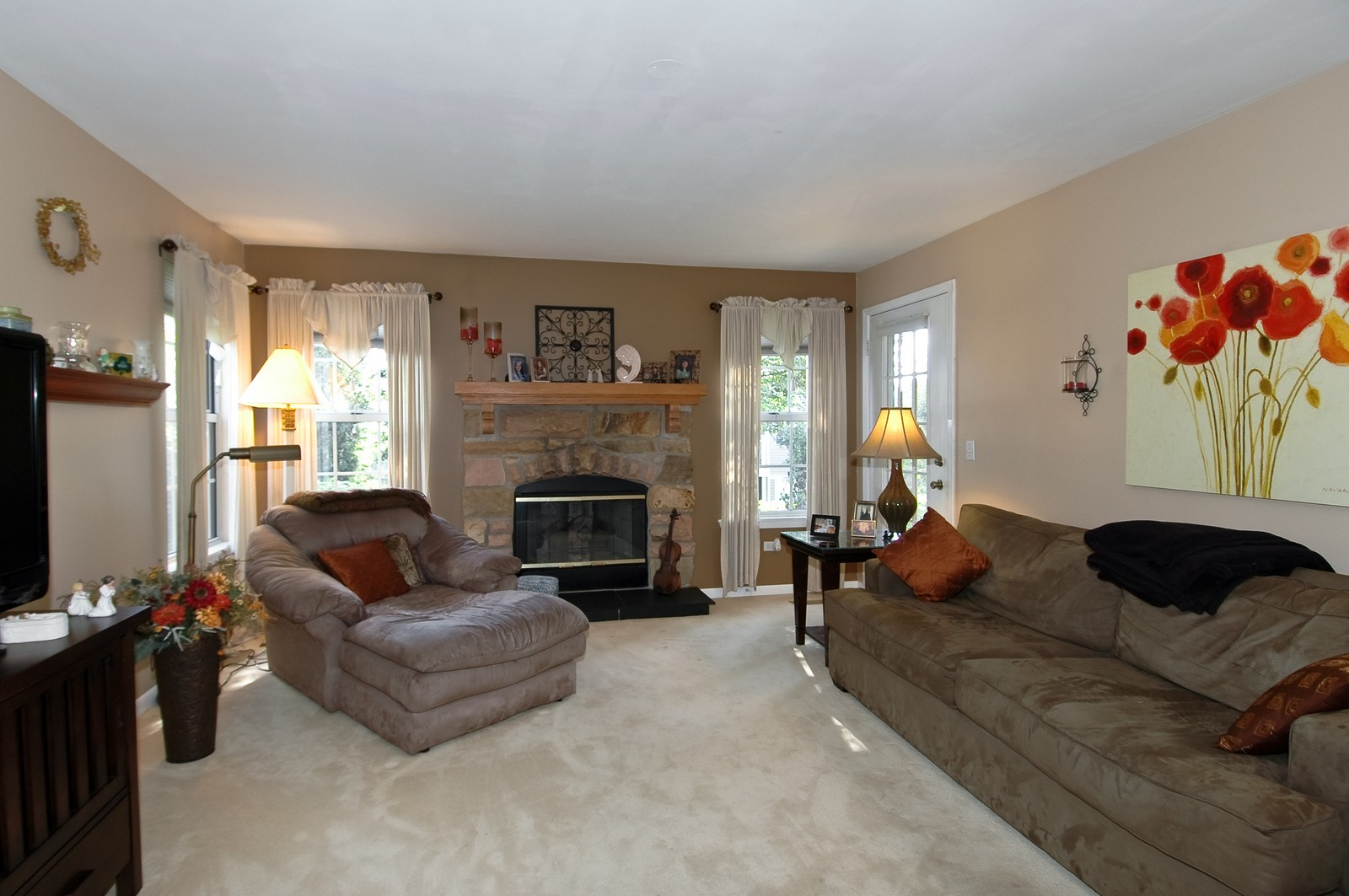 Real Estate Photography - 1687 Pearl Ct, Unit A, Crystal Lake, IL, 60014 - Living Room