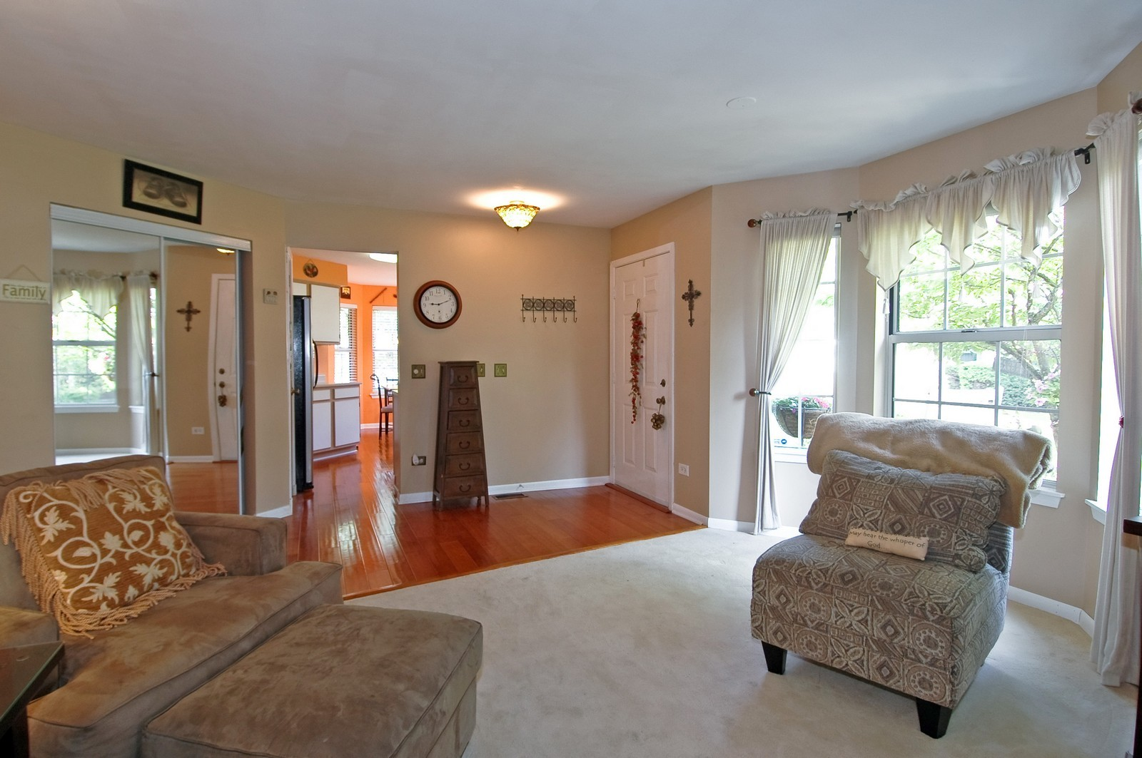 Real Estate Photography - 1687 Pearl Ct, Unit A, Crystal Lake, IL, 60014 - Foyer/Dining Room