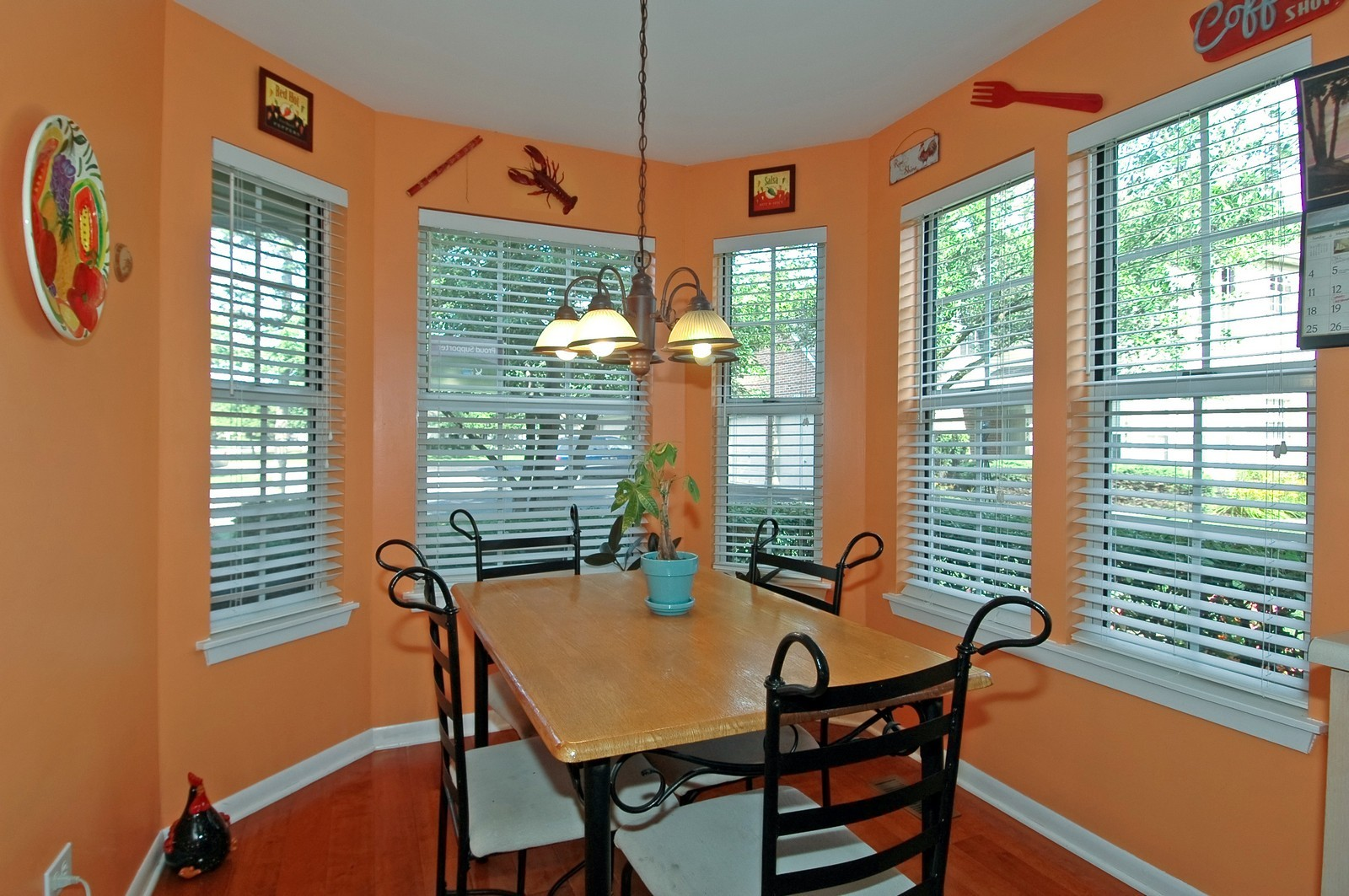 Real Estate Photography - 1687 Pearl Ct, Unit A, Crystal Lake, IL, 60014 - Dining Area