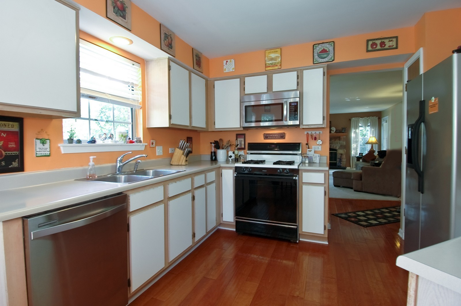 Real Estate Photography - 1687 Pearl Ct, Unit A, Crystal Lake, IL, 60014 - Kitchen