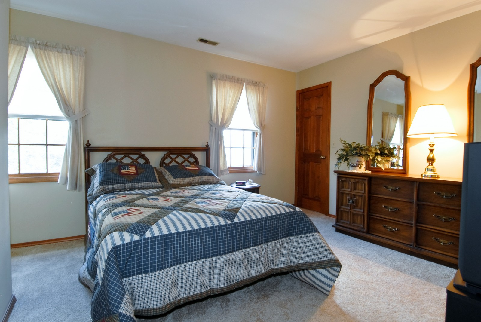 Real Estate Photography - 913 Lewis Rd, Geneva, IL, 60134 - 2nd Bedroom