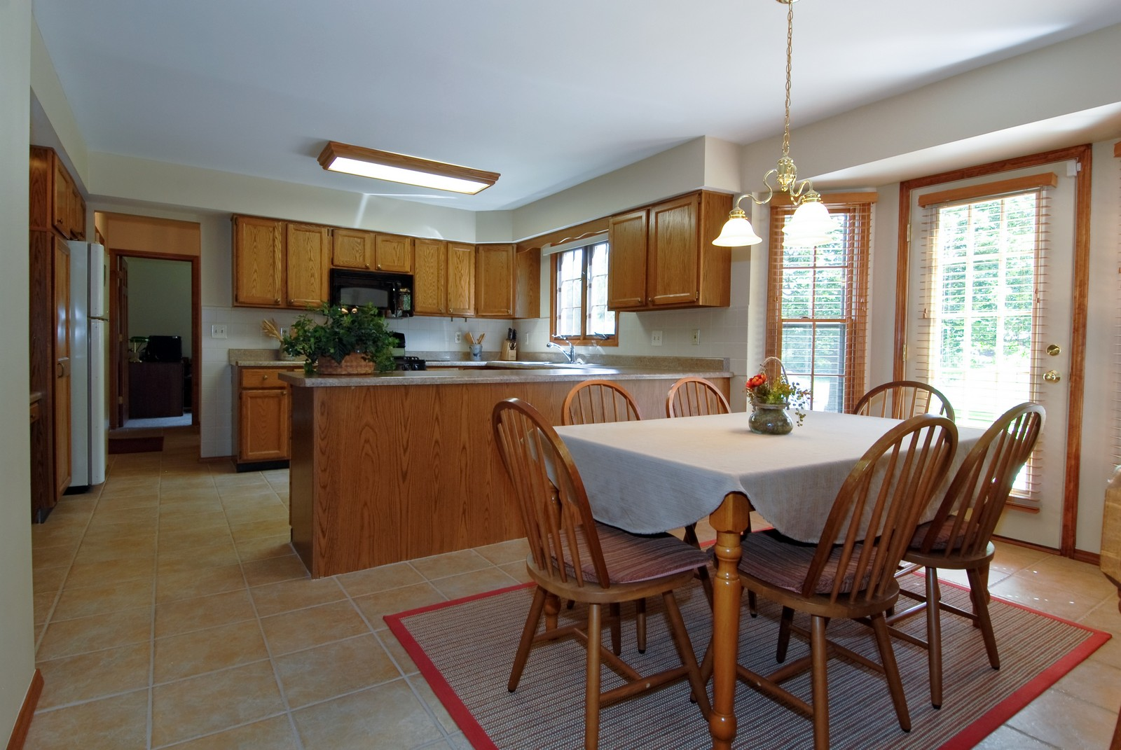 Real Estate Photography - 913 Lewis Rd, Geneva, IL, 60134 - Kitchen / Breakfast Room