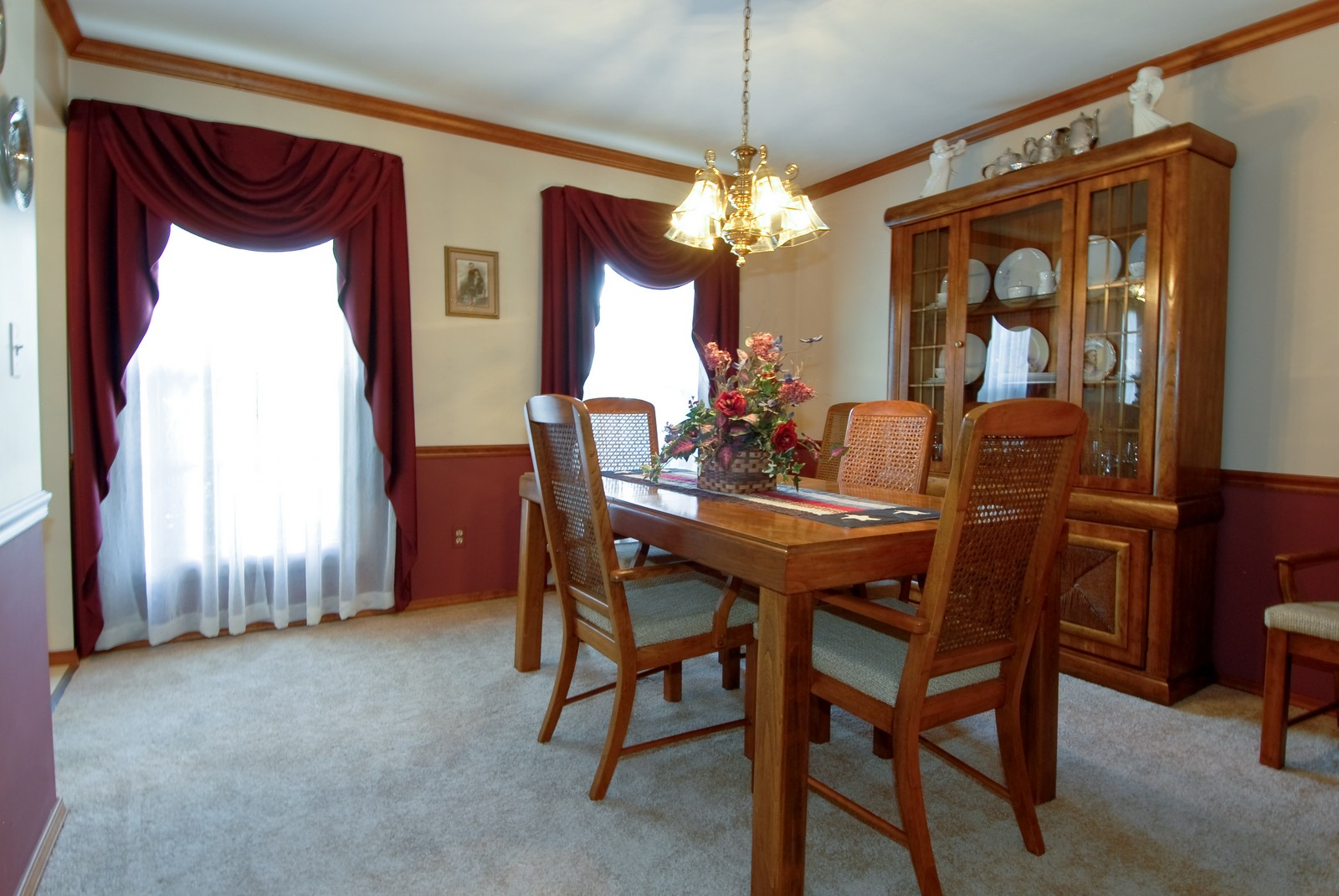 Real Estate Photography - 913 Lewis Rd, Geneva, IL, 60134 - Dining Room