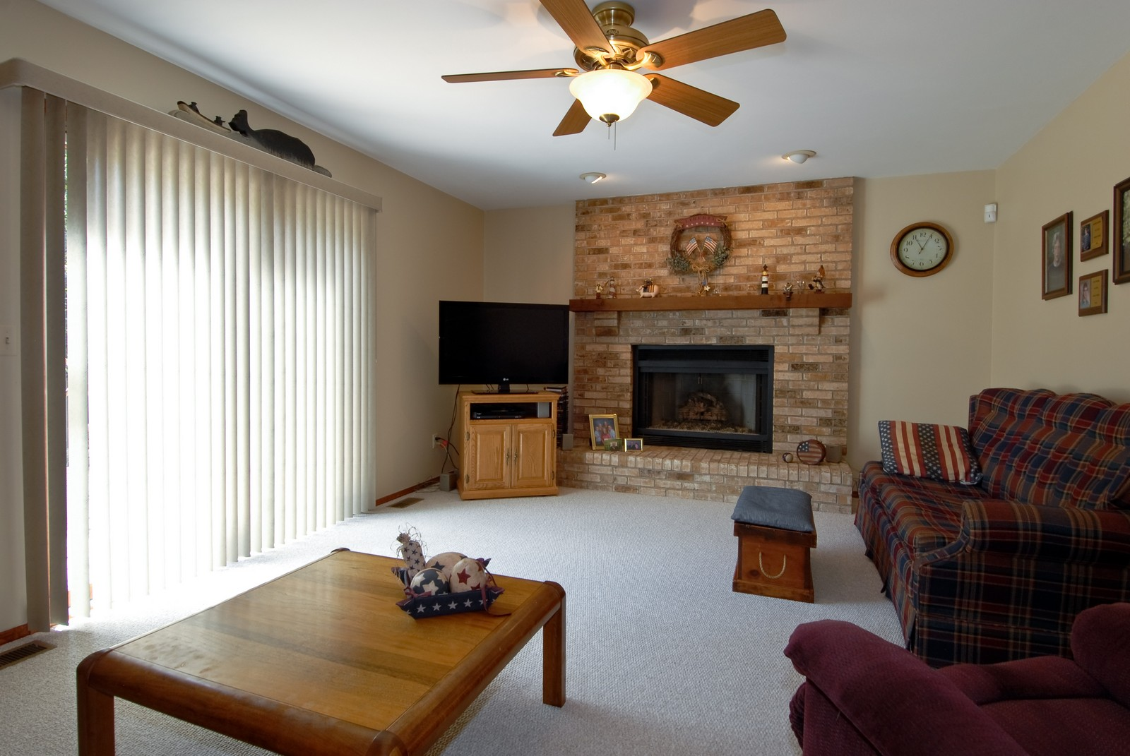 Real Estate Photography - 913 Lewis Rd, Geneva, IL, 60134 - Family Room
