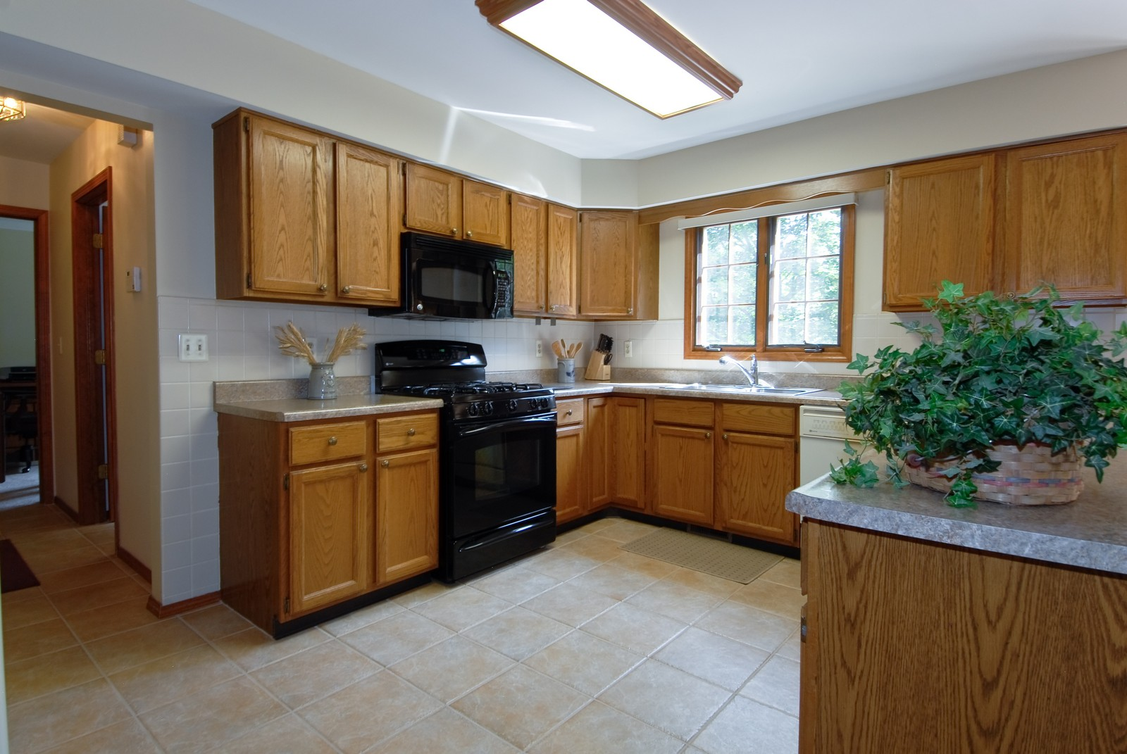 Real Estate Photography - 913 Lewis Rd, Geneva, IL, 60134 - Kitchen