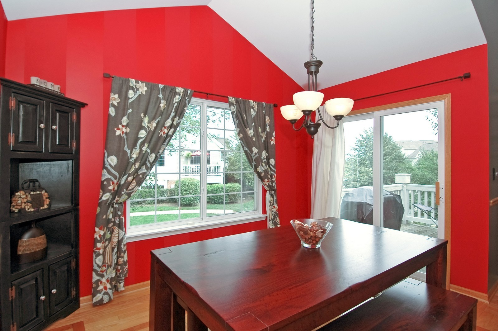 Real Estate Photography - 460 New Haven Dr, Unit 1, Cary, IL, 60013 - Dining Room