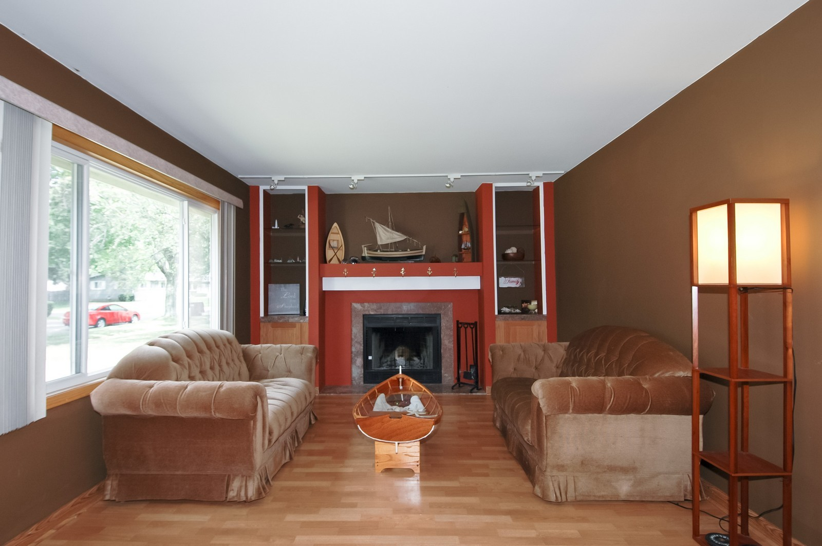Real Estate Photography - 55 Surrey Ln, Crystal Lake, IL, 60014 - Living Room