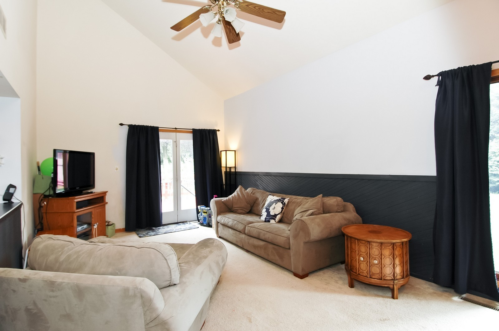 Real Estate Photography - 55 Surrey Ln, Crystal Lake, IL, 60014 - Family Room