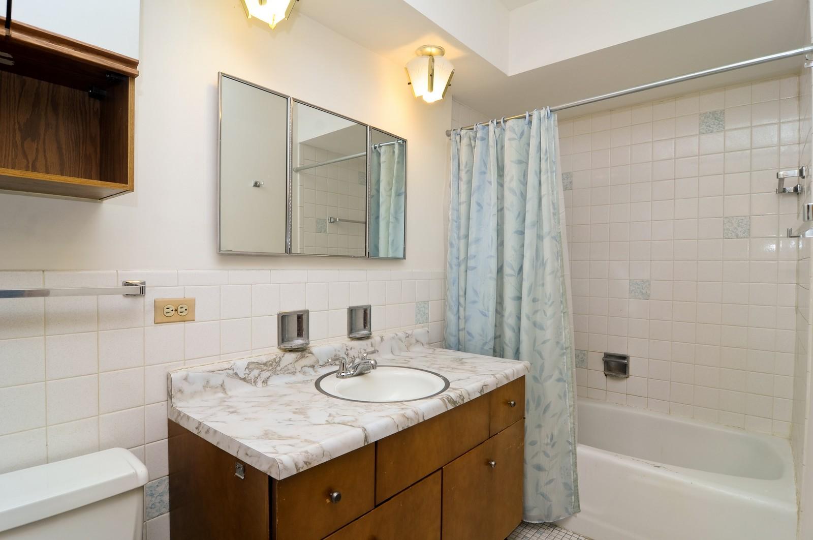Real Estate Photography - 232 George St, Barrington, IL, 60010 - 2nd Bathroom