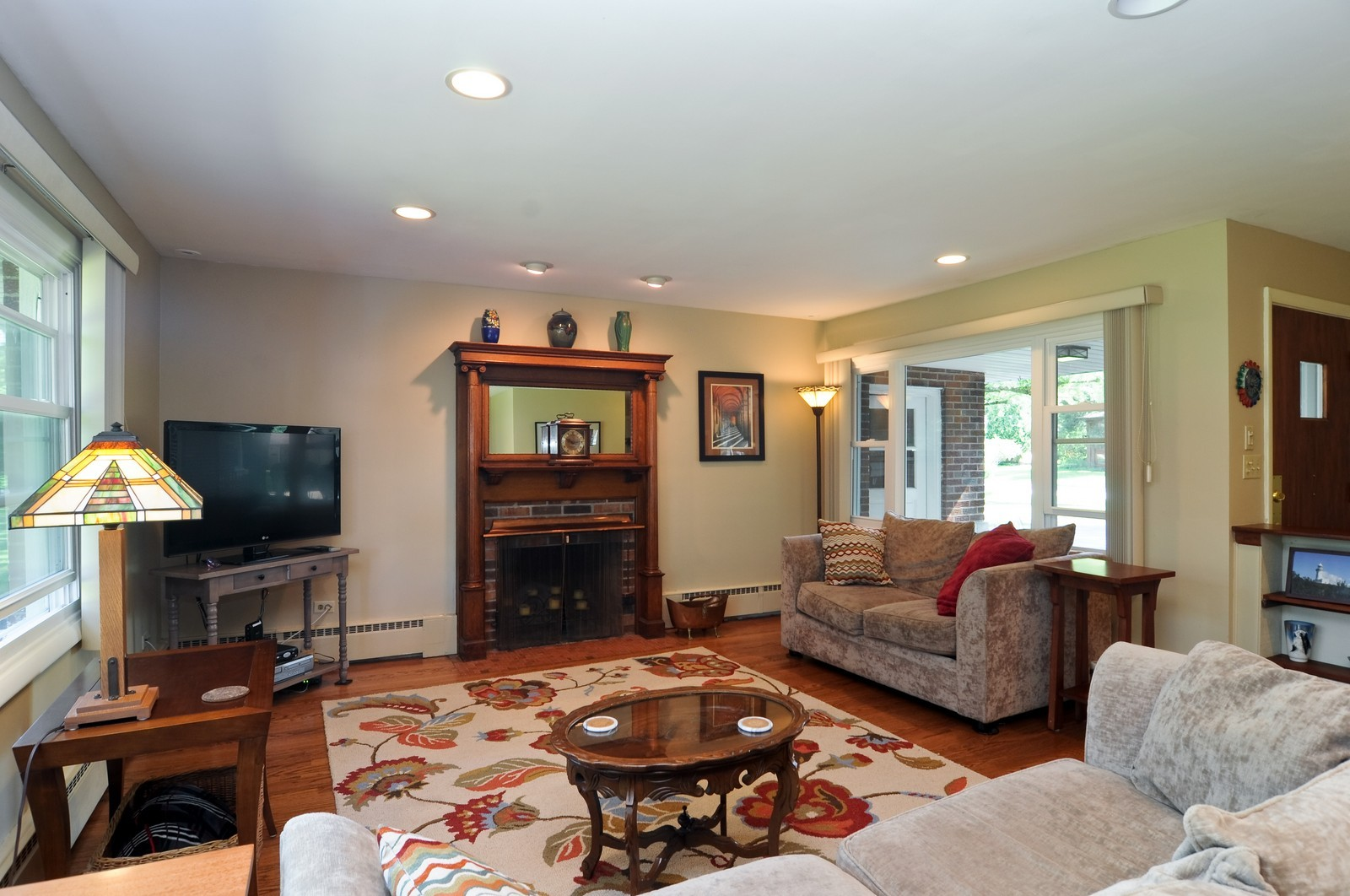 Real Estate Photography - 240 Sharon Dr, Barrington, IL, 60010 - Living Room