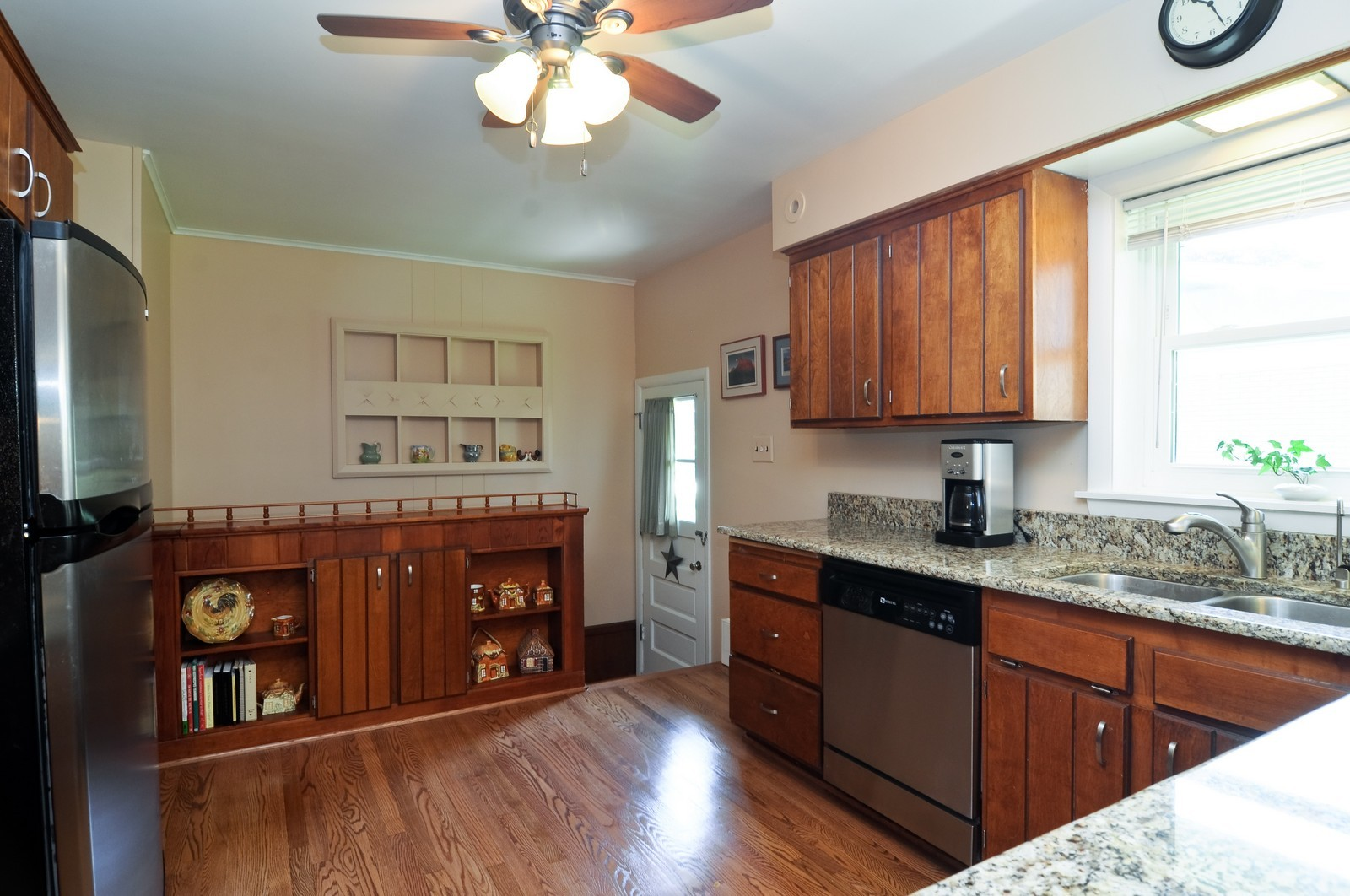 Real Estate Photography - 240 Sharon Dr, Barrington, IL, 60010 - Kitchen
