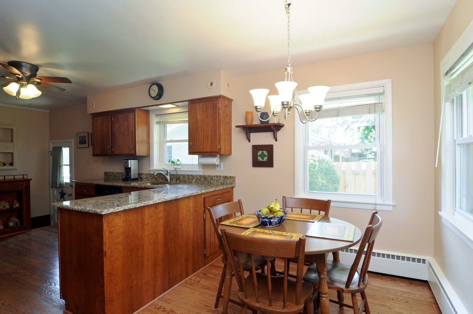 Real Estate Photography - 240 Sharon Dr, Barrington, IL, 60010 - Kitchen / Breakfast Room