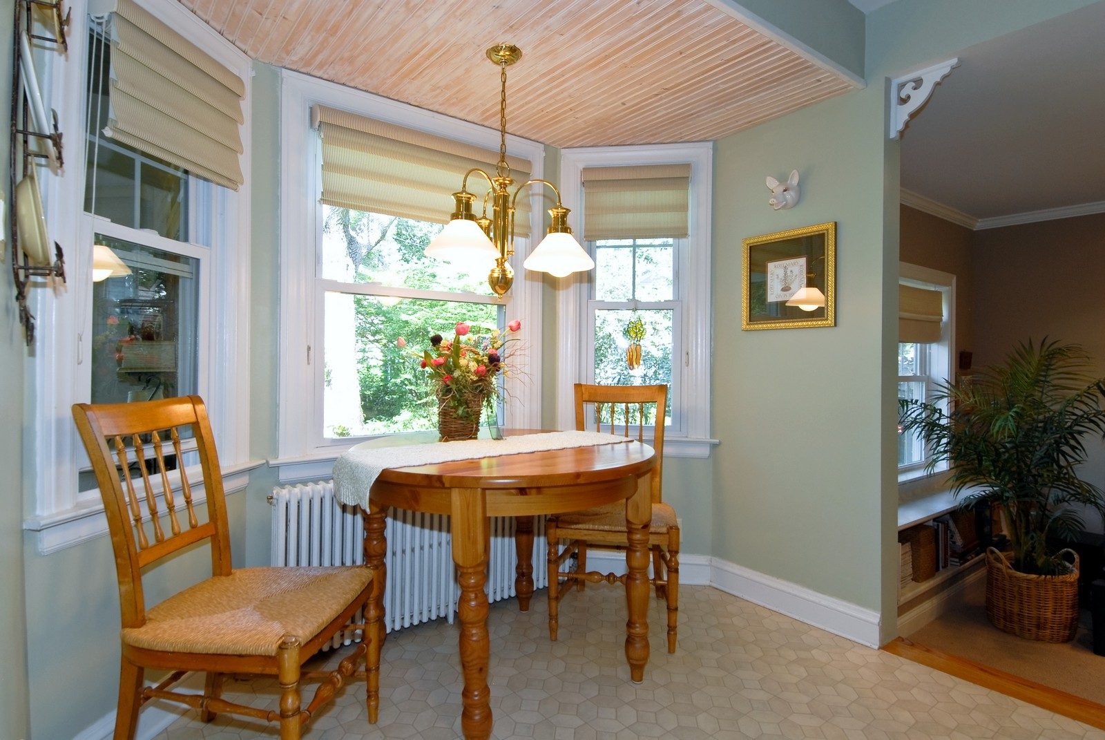 Real Estate Photography - 1031 Pine St, St Charles, IL, 60174 - Breakfast Nook