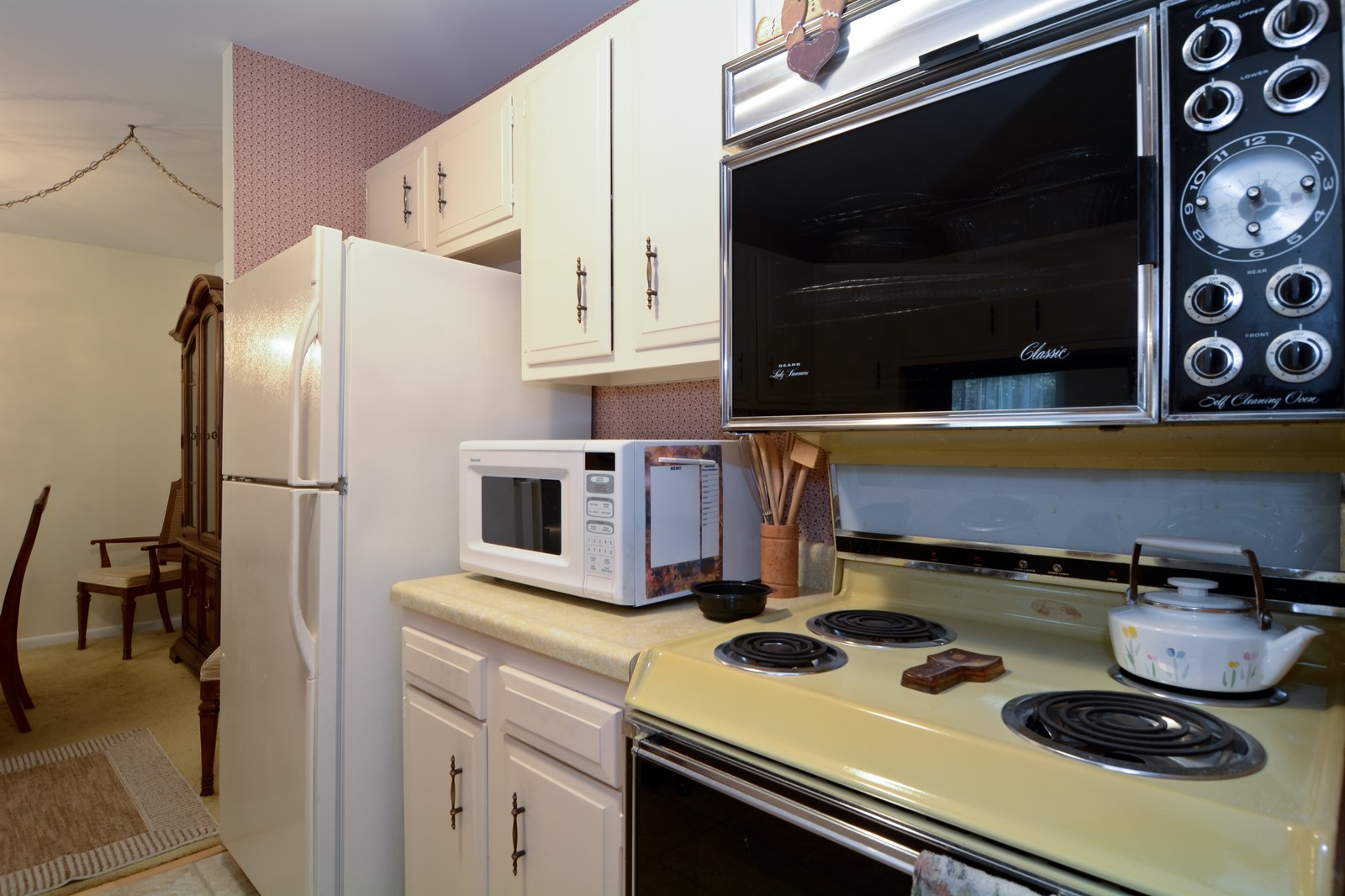 Real Estate Photography - 6545 S Main St, Downers Grove, IL, 60516 - Kitchen