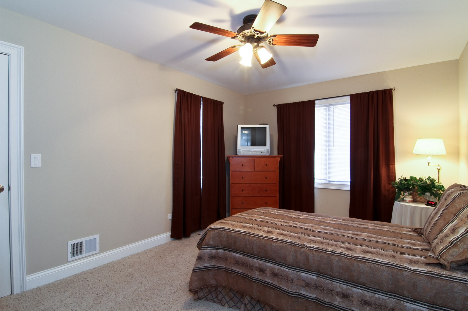 Real Estate Photography - 2215 Maple Hill Ct, Downers Grove, IL, 60515 - Second Bedroom