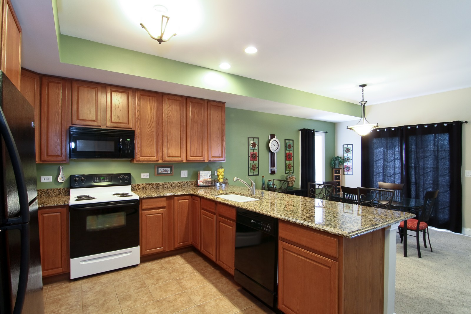 Real Estate Photography - 2215 Maple Hill Ct, Downers Grove, IL, 60515 - Kitchen/Breakfast Area