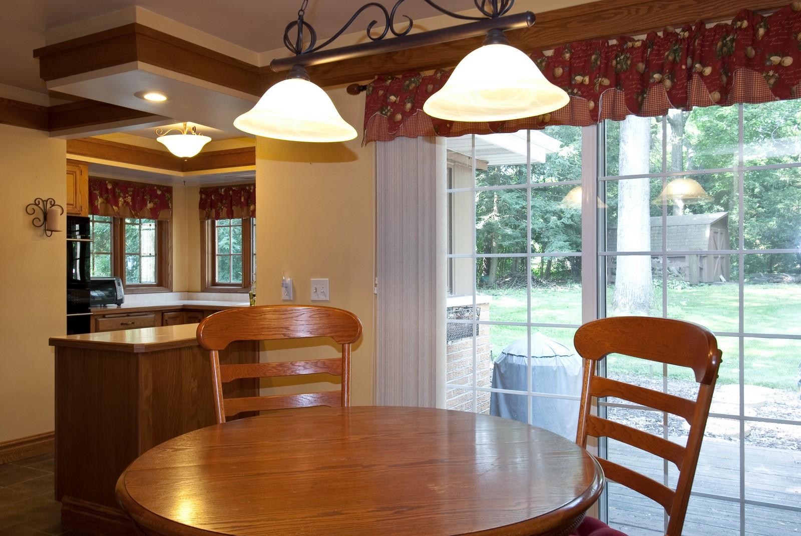 Real Estate Photography - 4603 Wild Cherry Rd, Crystal Lake, IL, 60014 - Kitchen / Breakfast Room