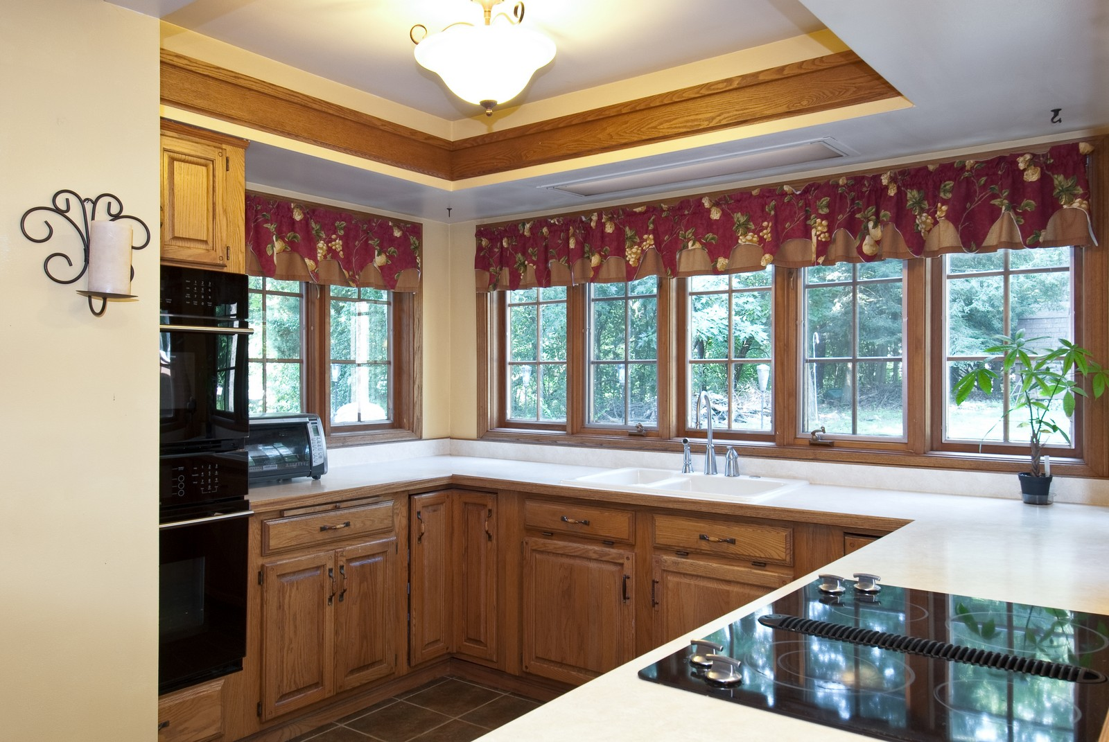 Real Estate Photography - 4603 Wild Cherry Rd, Crystal Lake, IL, 60014 - Kitchen
