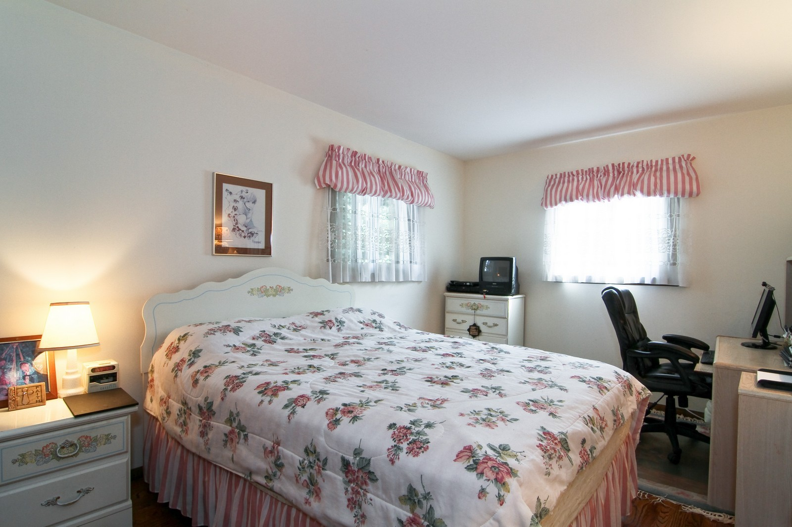 Real Estate Photography - 2100 Midhurst Rd, Downers Grove, IL, 60516 - 3rd Bedroom