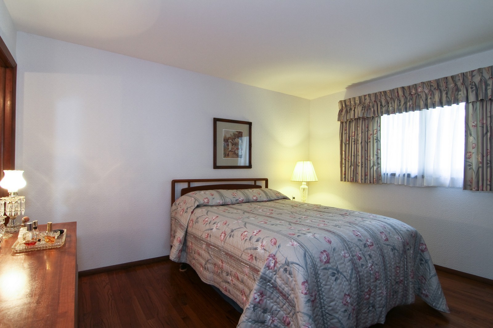 Real Estate Photography - 2100 Midhurst Rd, Downers Grove, IL, 60516 - Bedroom