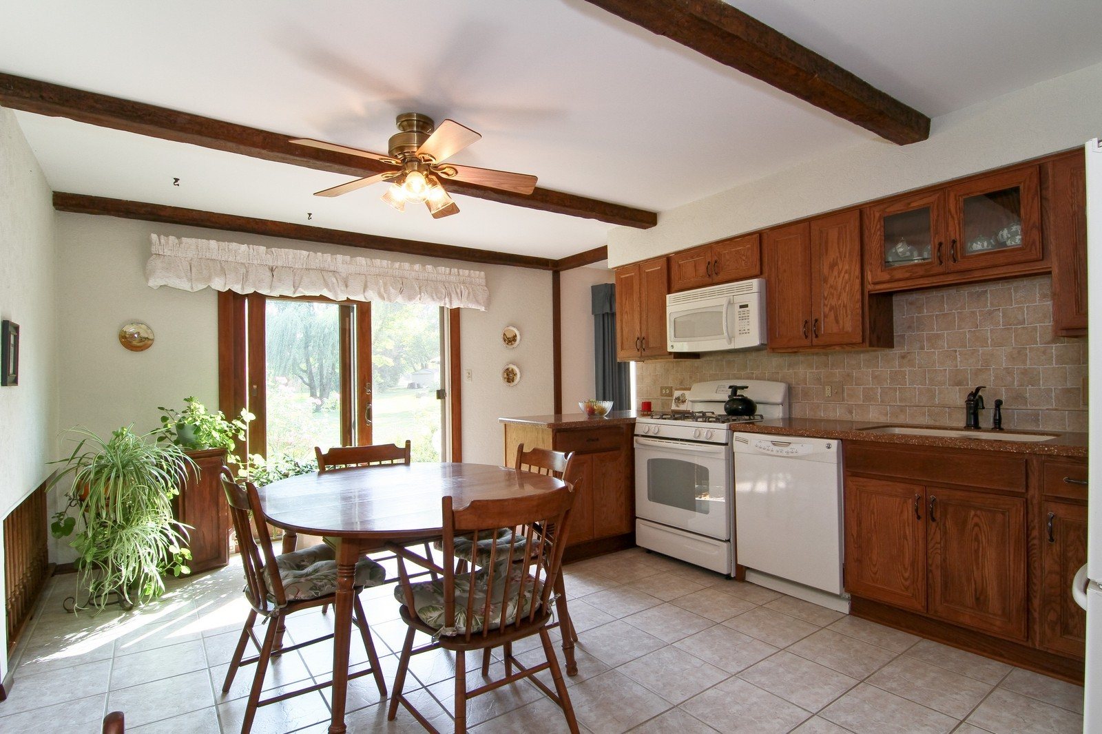 Real Estate Photography - 2100 Midhurst Rd, Downers Grove, IL, 60516 - Kitchen / Breakfast Room
