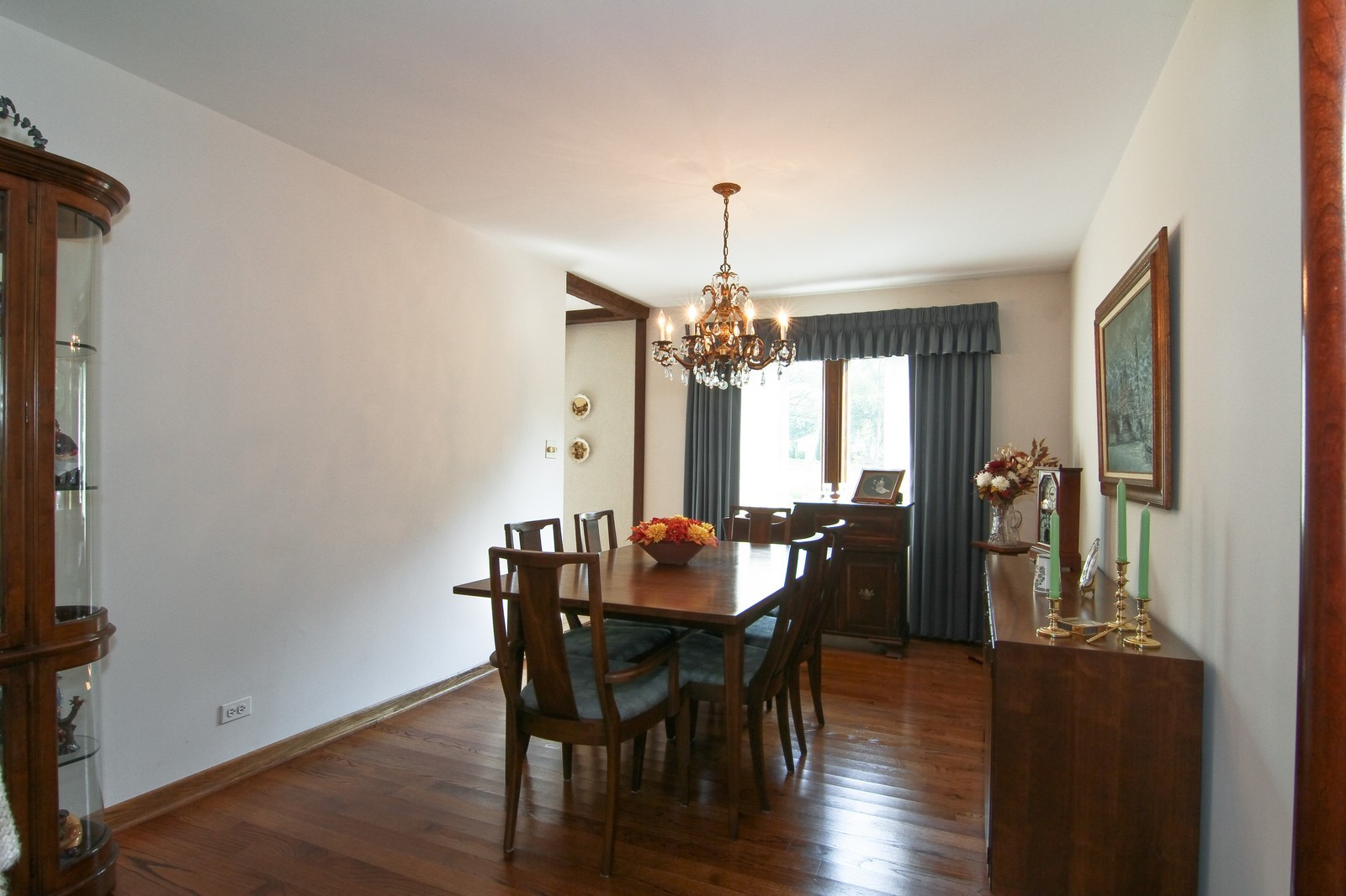Real Estate Photography - 2100 Midhurst Rd, Downers Grove, IL, 60516 - Dining Room