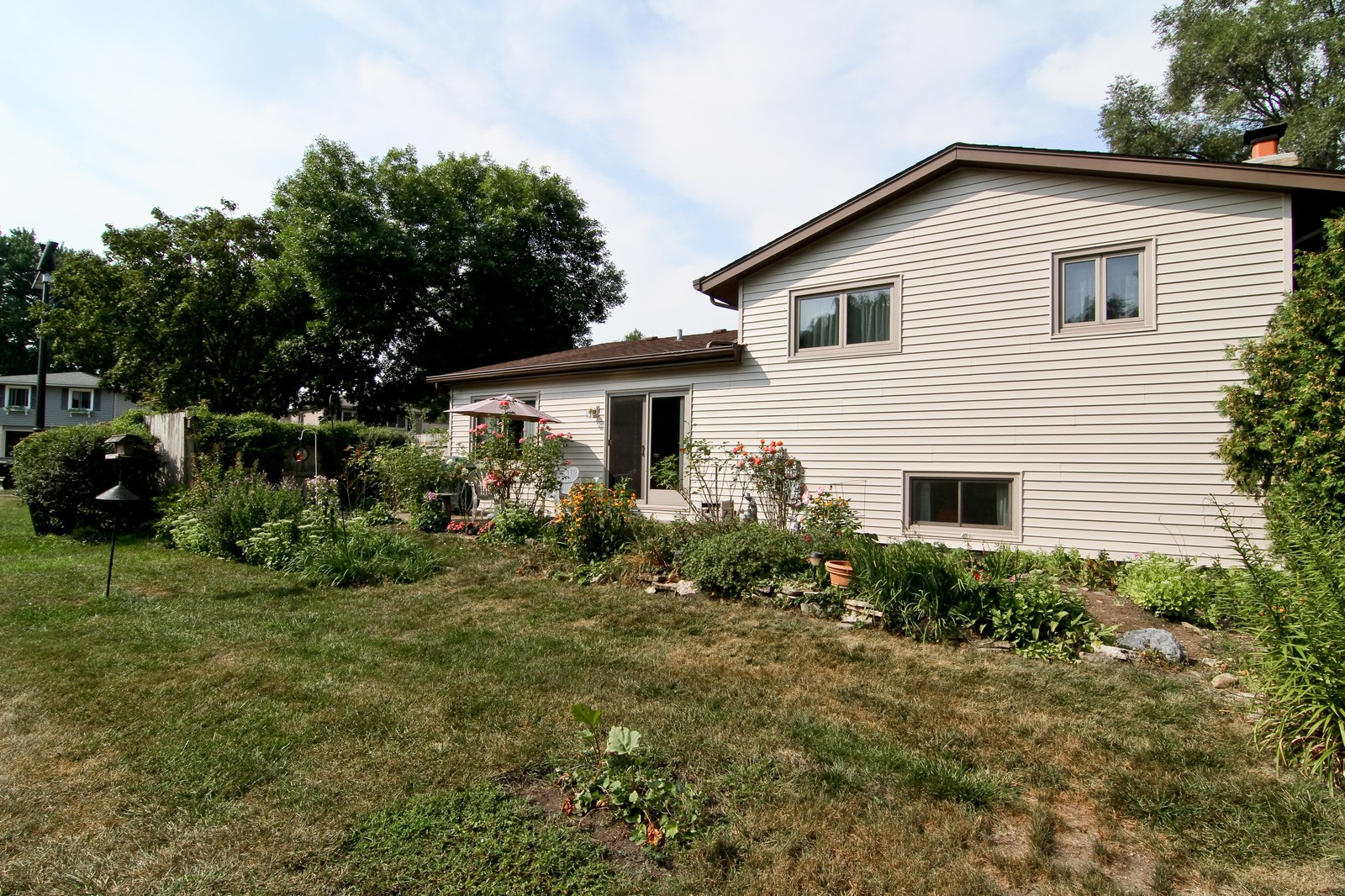 Real Estate Photography - 2100 Midhurst Rd, Downers Grove, IL, 60516 - Rear View