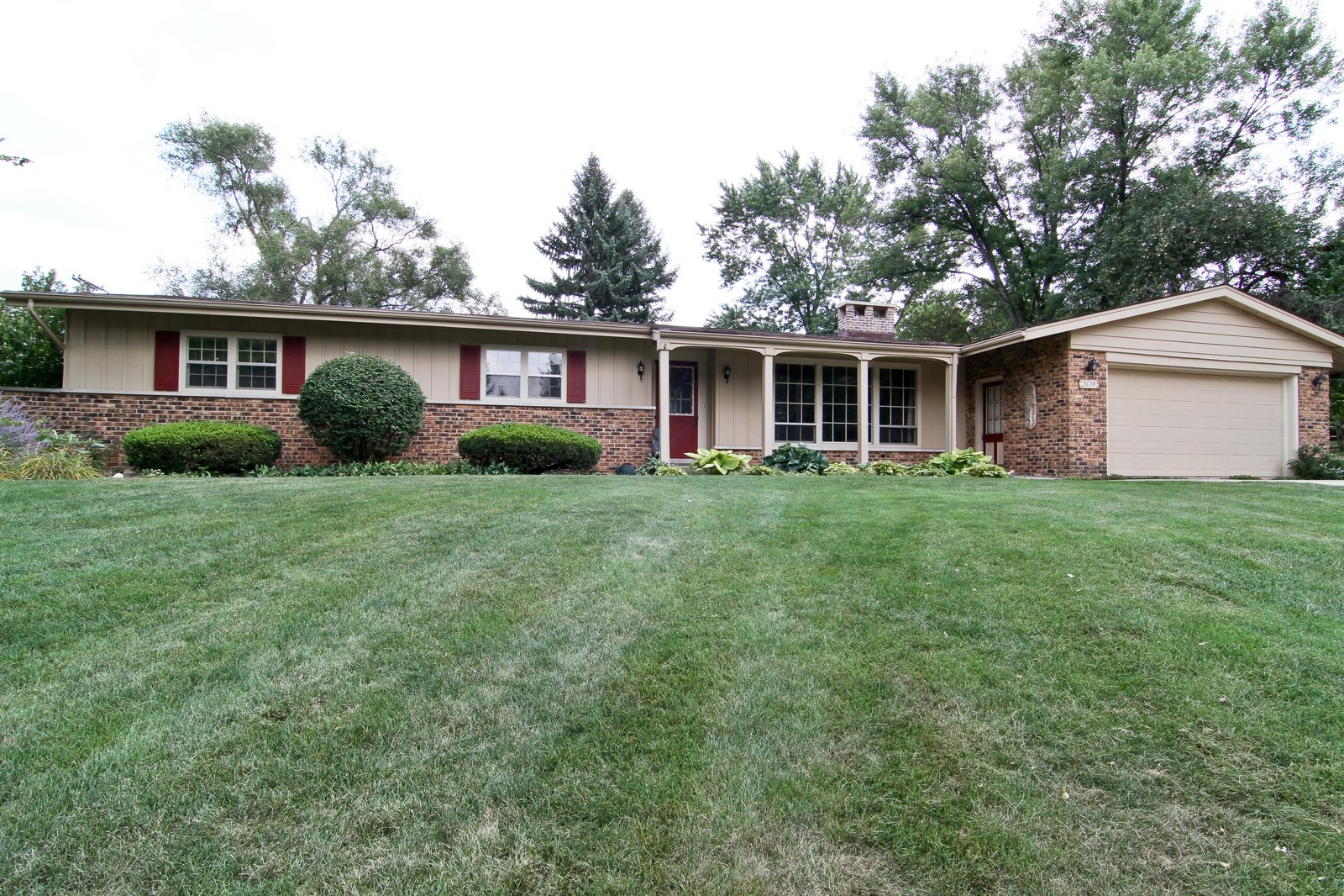 Real Estate Photography - 2639 Vale Ct, Downers Grove, IL, 60516 - Front View