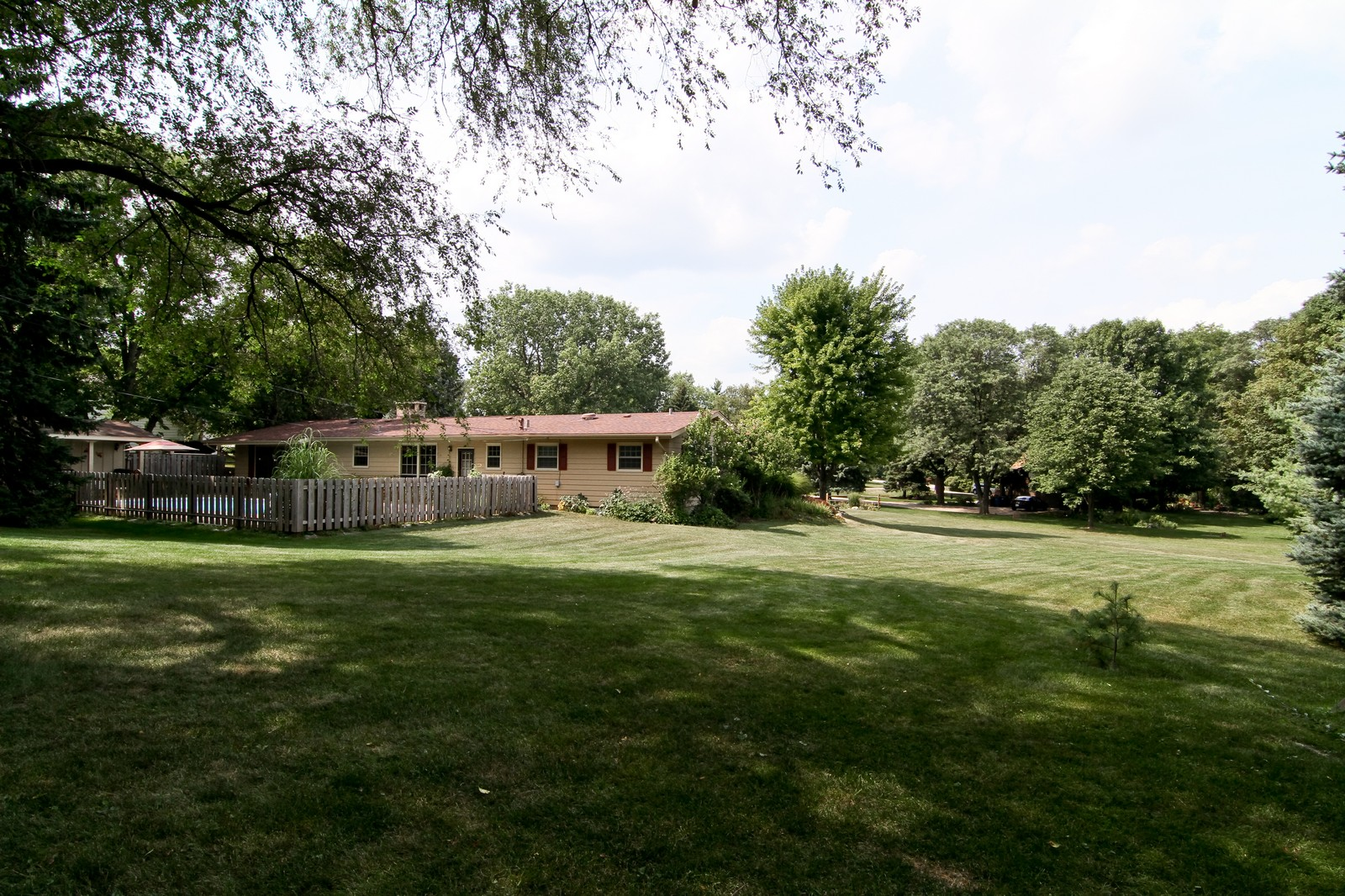 Real Estate Photography - 2639 Vale Ct, Downers Grove, IL, 60516 - Side View