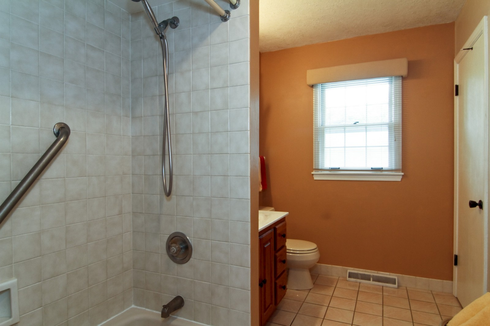 Real Estate Photography - 2639 Vale Ct, Downers Grove, IL, 60516 - Bathroom