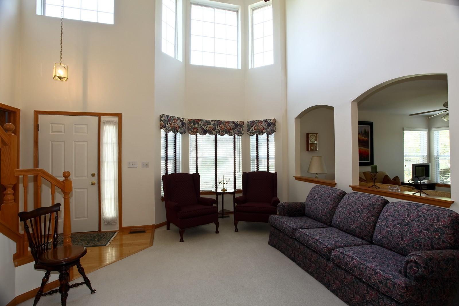Real Estate Photography - 860 McKenzie Station Dr, Lisle, IL, 60532 - Living Room