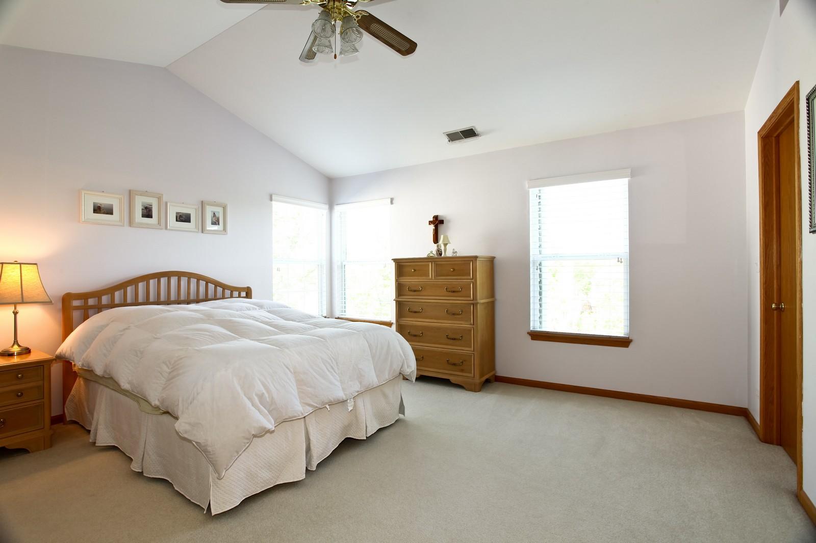 Real Estate Photography - 860 McKenzie Station Dr, Lisle, IL, 60532 - Master Bedroom