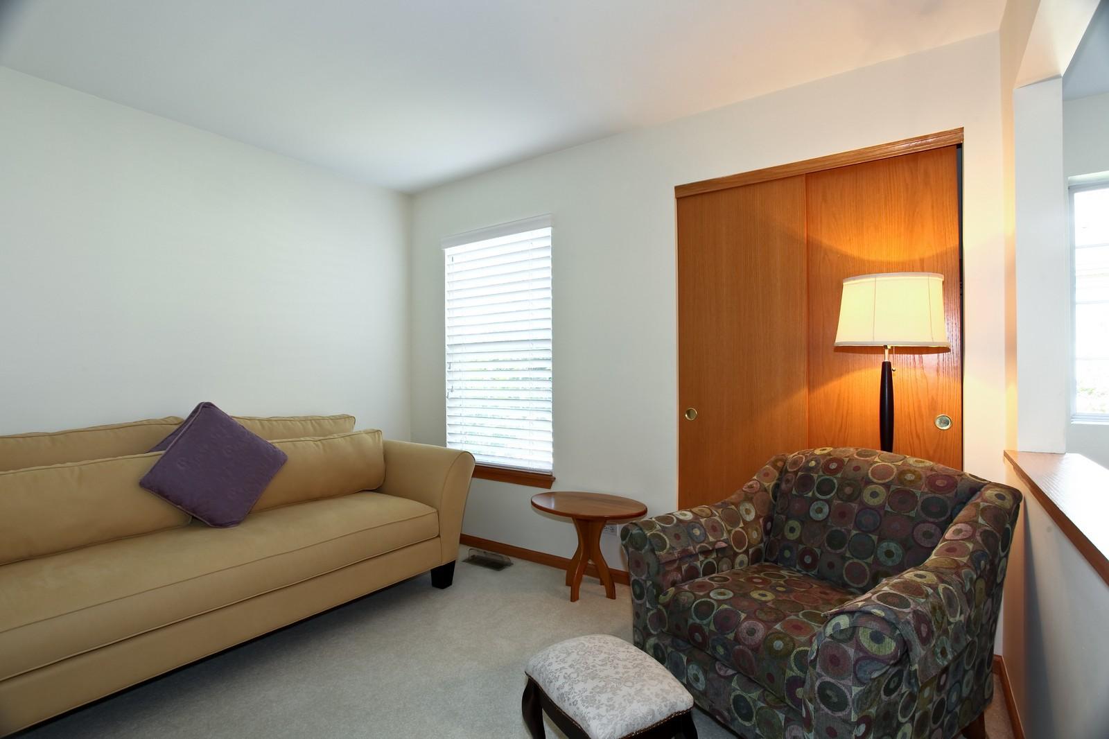 Real Estate Photography - 860 McKenzie Station Dr, Lisle, IL, 60532 - 2nd Bedroom
