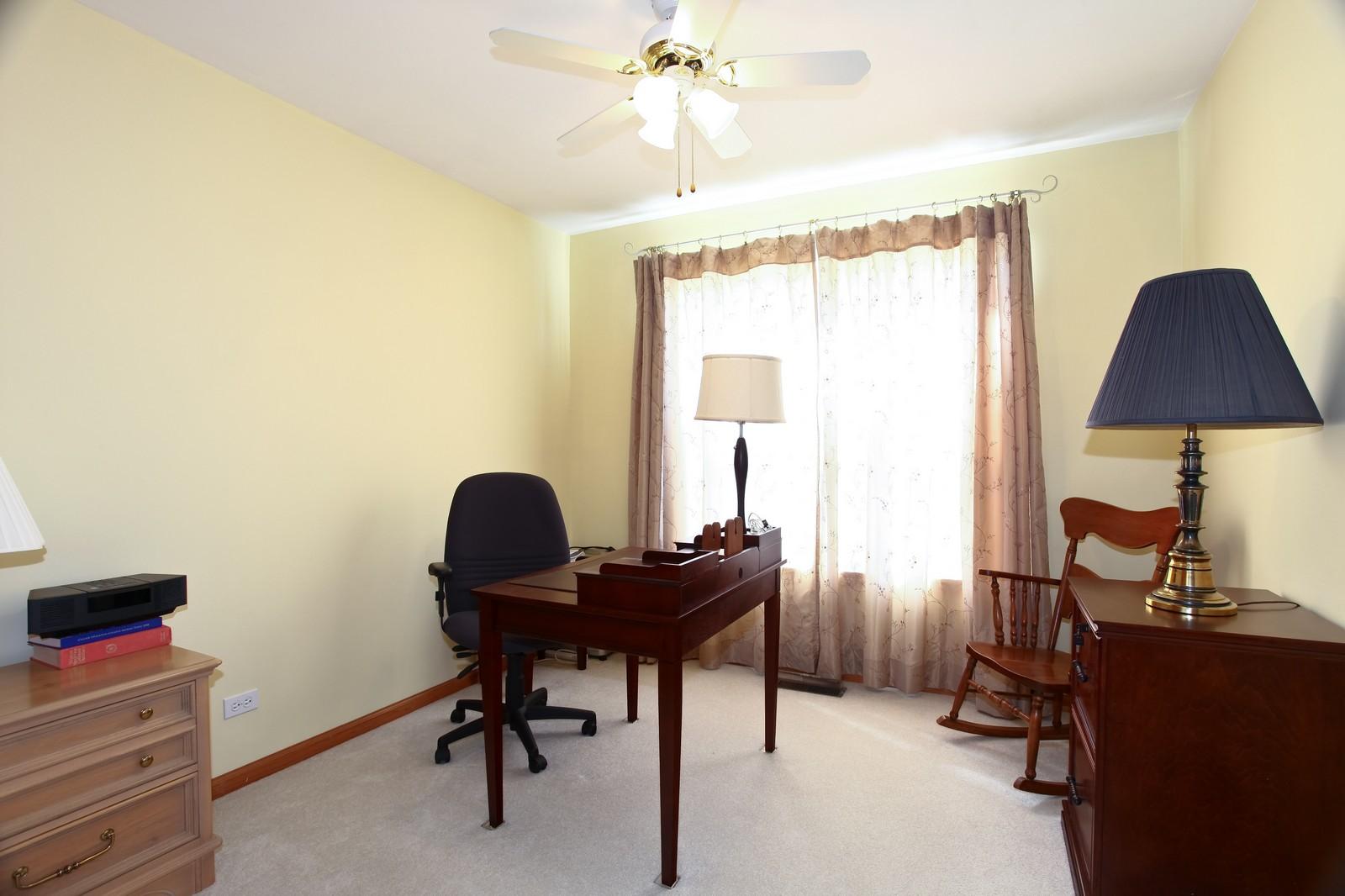Real Estate Photography - 860 McKenzie Station Dr, Lisle, IL, 60532 - Bedroom