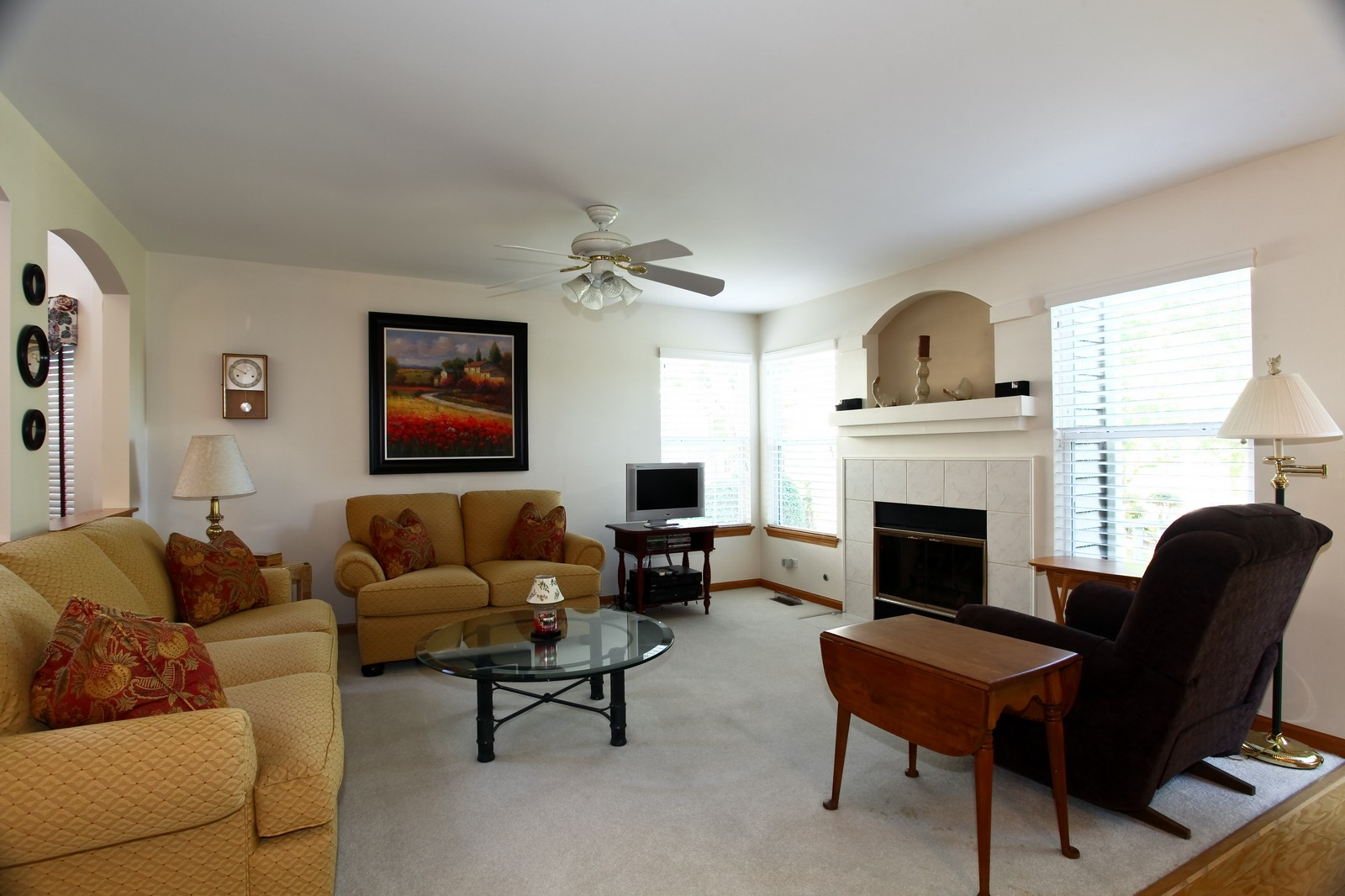Real Estate Photography - 860 McKenzie Station Dr, Lisle, IL, 60532 - Family Room