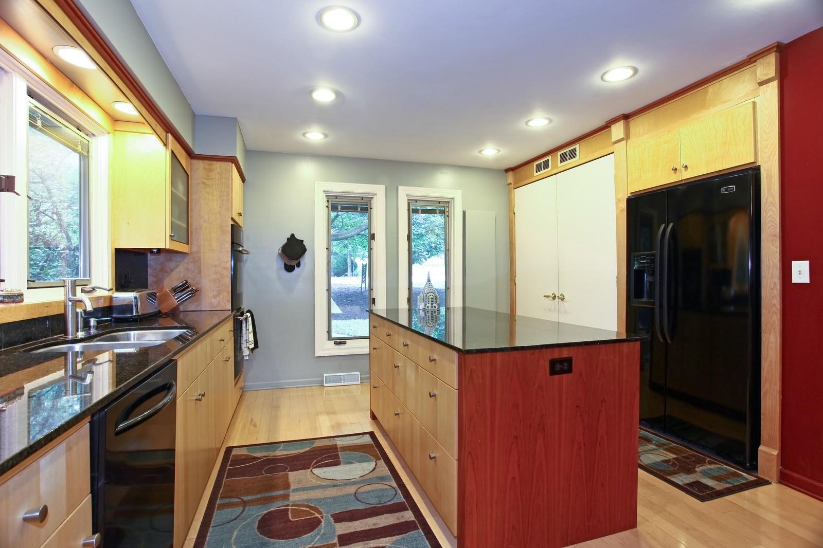 Real Estate Photography - 5332 Riverview Dr, Lisle, IL, 60532 - Kitchen