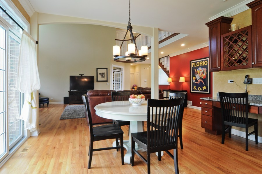 Real Estate Photography - 127 Cranberry Ct, Lake Barrington, IL, 60010 - Breakfast Nook
