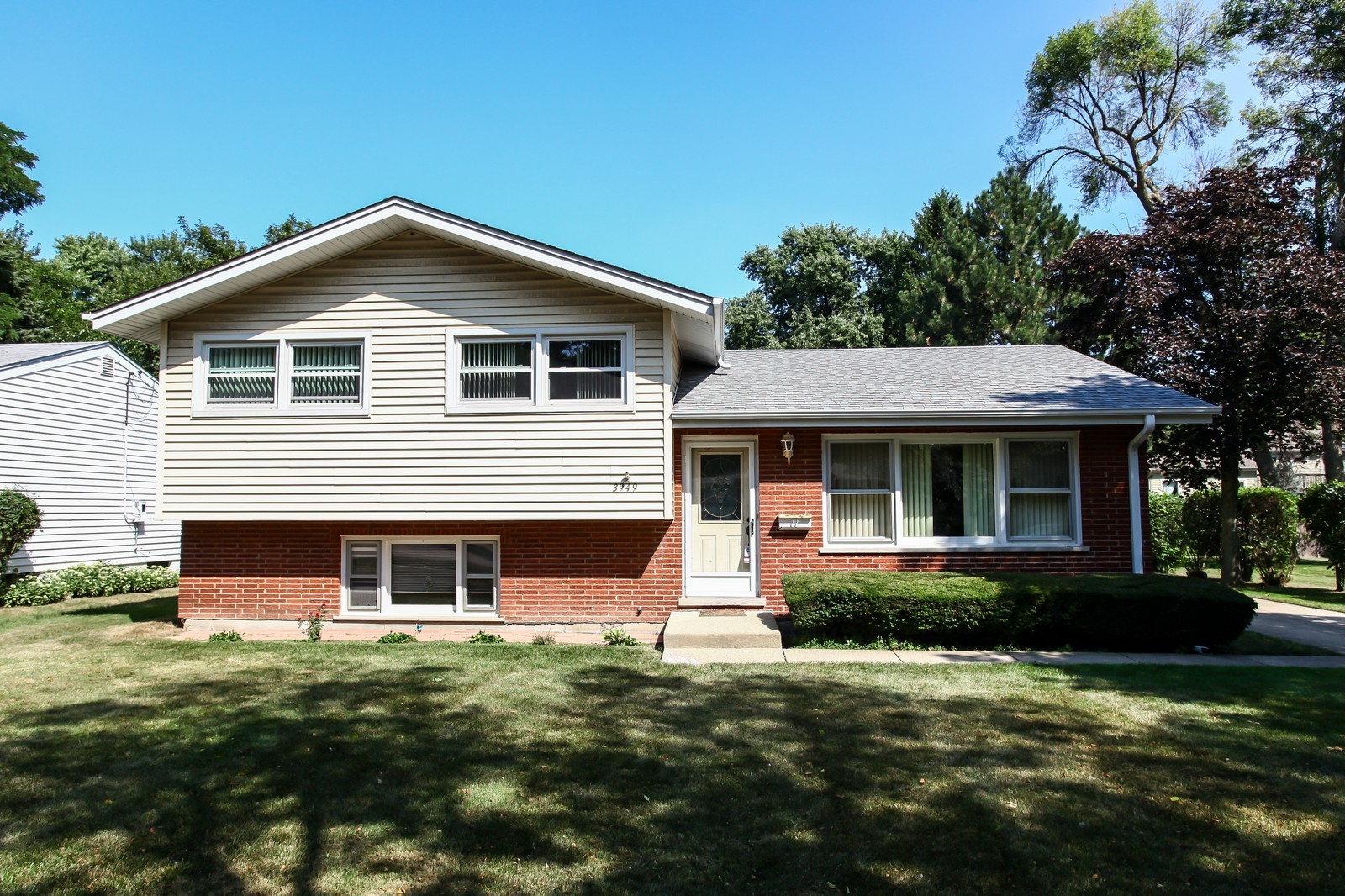 Real Estate Photography - 3949 Main ST, DOWNERS GROVE, IL, 60515 - Front View