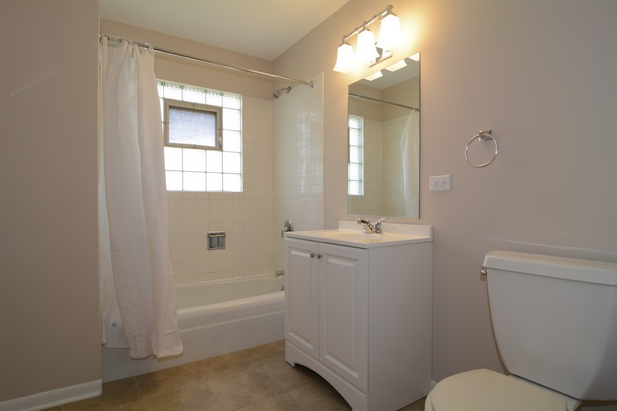 Real Estate Photography - 3949 Main ST, DOWNERS GROVE, IL, 60515 - Bathroom