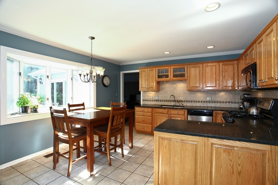 Real Estate Photography - 1525 Almond Ct, DOWNERS GROVE, IL, 60515 - Kitchen / Breakfast Room