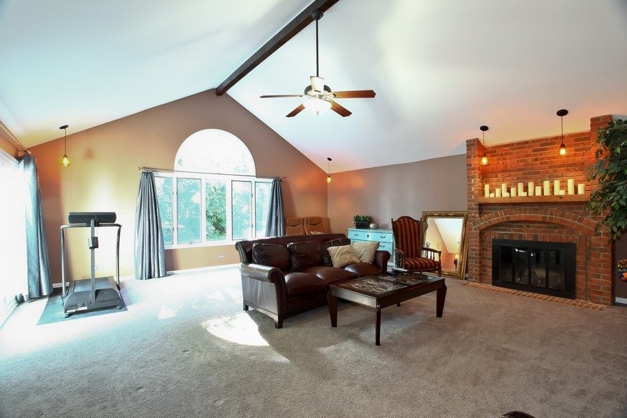 Real Estate Photography - 1525 Almond Ct, DOWNERS GROVE, IL, 60515 - Family Room