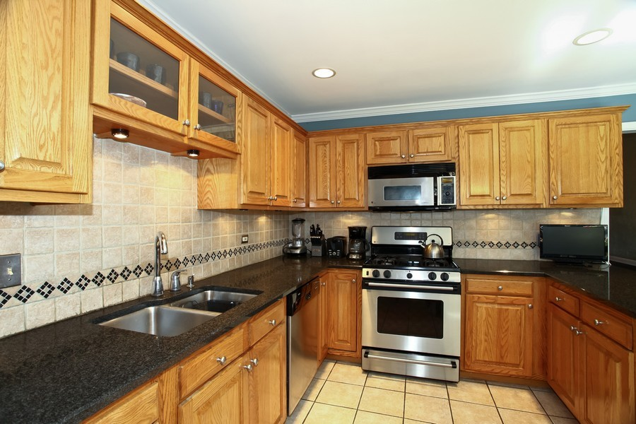 Real Estate Photography - 1525 Almond Ct, DOWNERS GROVE, IL, 60515 - Kitchen