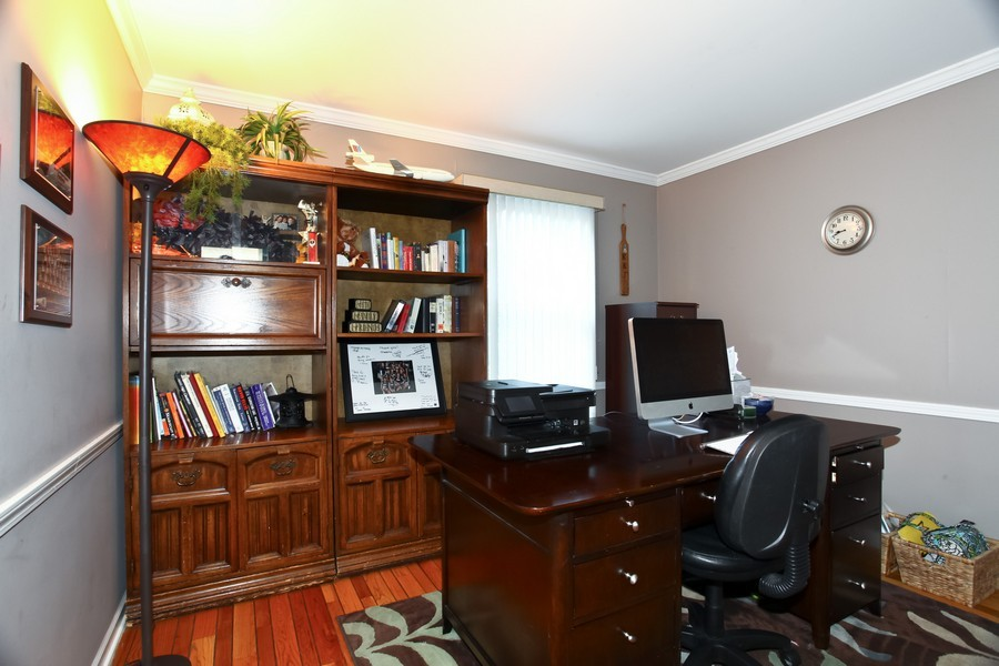Real Estate Photography - 1525 Almond Ct, DOWNERS GROVE, IL, 60515 - Office