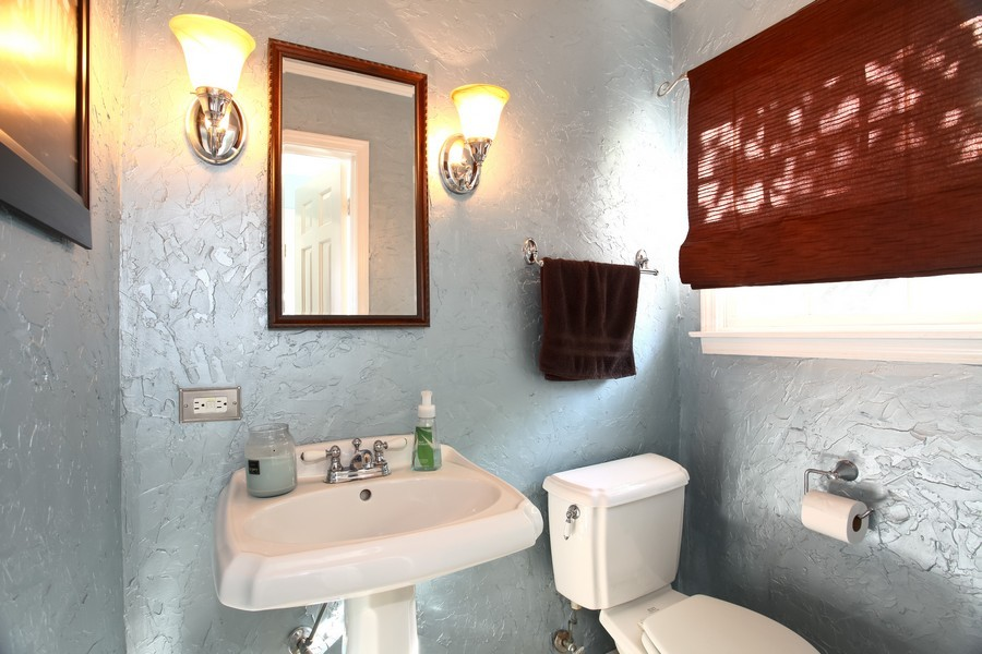 Real Estate Photography - 1525 Almond Ct, DOWNERS GROVE, IL, 60515 - Half Bath