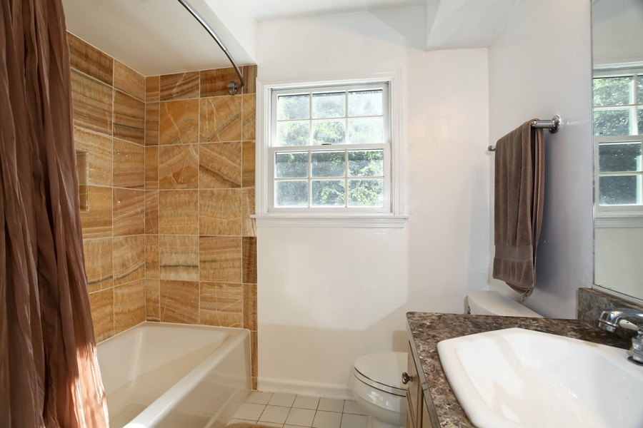 Real Estate Photography - 1525 Almond Ct, DOWNERS GROVE, IL, 60515 - Bathroom